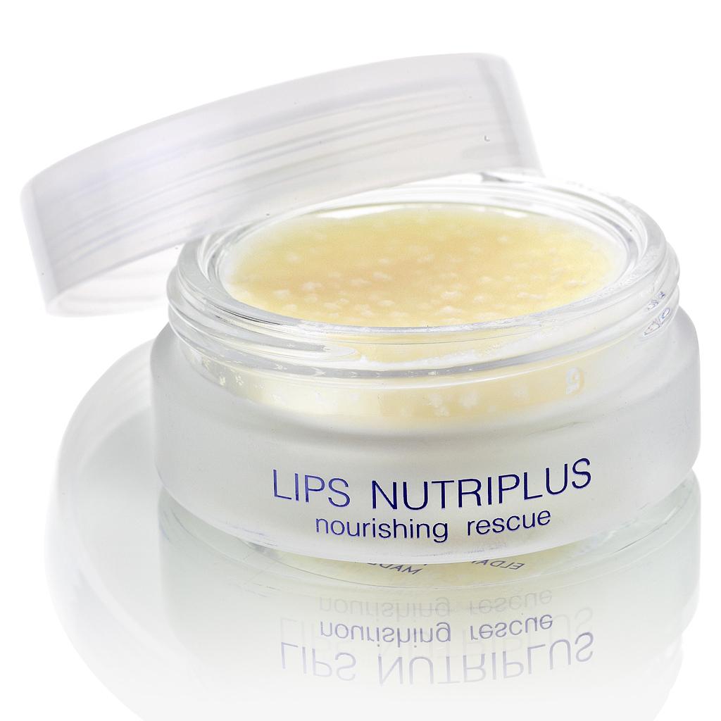 ELDAN cosmetics Питательный бальзам для губ Premium lips treatment, 15 млELD-58Питательный бальзам для губ с насыщенной плотной консистенцией предназначен для быстрого снятия сухости и трещин. Главная ценность бальзама - высокое содержание биоактивных веществ, что и обусловливает его лечебно-профилактическое действие. Формула средства не дает ему растекаться и позволяет доставлять ценные компоненты глубоко в кожу. Препарат удерживает влагу в коже, интенсивно питает, и тем самым предупреждает раздражение, шелушение, микротравмы и микротрещины. Идеален для губ пострадавших в результате воздействия агрессивных факторов окружающей среды (ветер, мороз, солнце, морская вода) или вследствие вредных привычек (кусание, облизывание губ). Благодаря маслам ши, аргании, жожоба и мяты происходит обновление клеток кожи, насыщение витаминами, восстановление барьерных функций тканей губ, предотвращается разрушение коллагена. В результате уходит сухость и трещины, губы становятся мягкими, улучшается цвет. Бальзам быстро впитывается, не имеет липкого эффекта, обеспечивает...