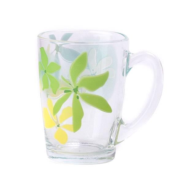 Кружка Luminarc Green Ode, 320 млG0796Кружка Luminarc Green Ode, изготовленная из высококачественного стекла, оснащена эргономичной ручкой. Кружка прекрасно дополнит интерьер любой кухни. Яркий дизайн изделия придется по вкусу и ценителям классики, и тем, кто предпочитает утонченность и изысканность. Диаметр кружки (по верхнему краю): 8,2 см. Высота кружки: 10,5 см.