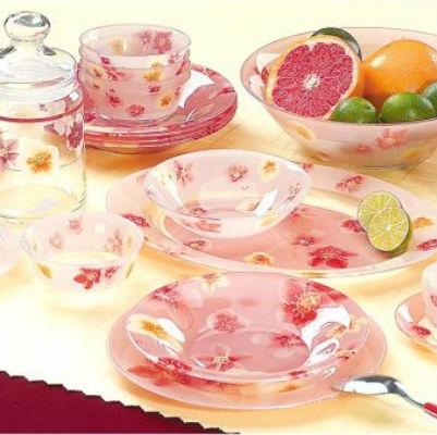 Набор столовой посуды Luminarc Poeme Rose, 58 предметовJ0414Набор столовой посуды Luminarc Poeme Rose - это не только яркий и полезный подарок для родных и близких, а также великолепное дизайнерское решение для вашей кухни или столовой. В набор входит: - тарелка обеденная: 6 шт; - тарелка десертная: 6 шт; - тарелка суповая: 6 шт; - салатник большой; - салатник малый: 6 шт; - блюдо овальное: 2 шт; - кастрюля с крышкой; - чашка чайная: 6 шт; - блюдце: 6 шт; - чашка кофейная: 6 шт; - блюдце: 6 шт; - кофейник с крышкой; - сахарница с крышкой, - соусник. Предметы набора, выполненные из ударопрочного стекла, имеют яркий дизайн с изящным цветочным рисунком. Посуда отличается прочностью, гигиеничностью и долгим сроком службы, она устойчива к появлению царапин и резким перепадам температур. Набор столовой посуды Luminarc Poeme Rose прекрасно подойдет как для повседневного использования, так и для праздников или особенных случаев. Диаметр...
