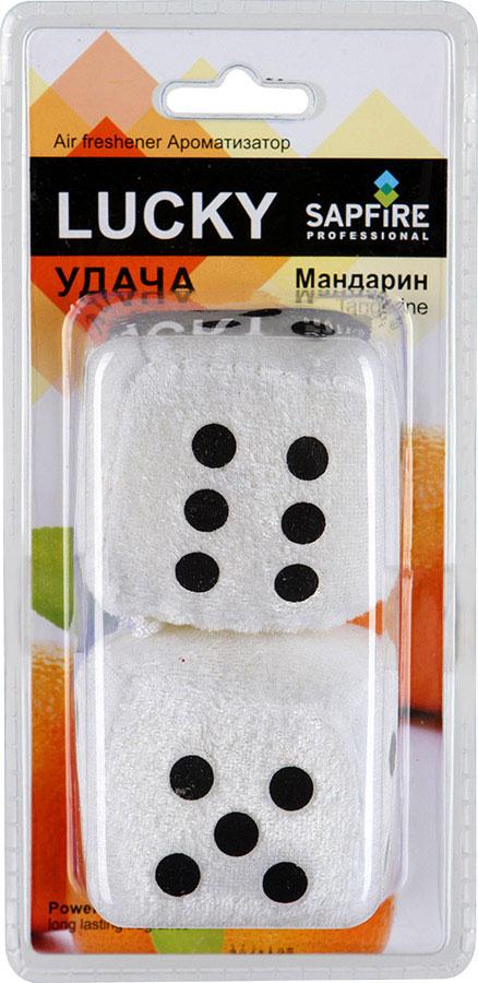 Ароматизатор для салона автомобиля Sapfire Lucky, цвет: белый, черный, мандарин20404-SAT_ белый, черныйПодвесной ароматизатор для салона автомобиля Sapfire Lucky имеет приятный аромат мандарина. Ароматизатор, выполненный из текстиля в виде двух игральных кубиков, предназначен для автомобиля, а также для небольших помещений. Крепится ароматизатор с помощью шнурка и присоски. Lucky - новое поколение концентрированных ароматизаторов. Парфюмерная композиция произведена в Японии. Обеспечивает стойкий насыщенный аромат и свежий запах. Состав: полимеры, ароматические масла. Размер ароматизатора: 6 см х 6 см х 5,5 см.