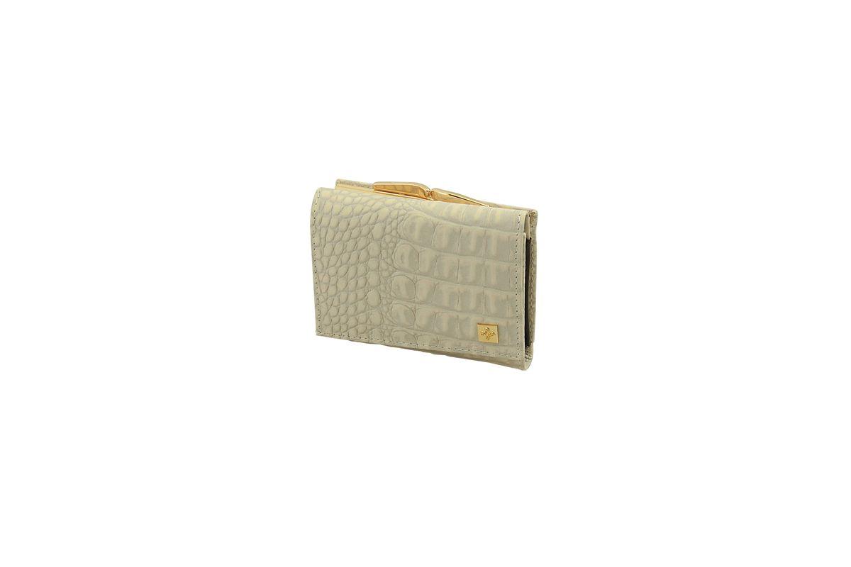 Кошелек женский Dimanche Baileys, цвет: сиренево-бежевый, коричневый. 360360Стильный женский кошелек Dimanche Baileys выполнен из натуральной кожи с тиснением под крокодила. Внутри находятся три отделения для купюр, одно из которых на застежке-молнии, три боковых кармана, один из которых с прозрачным окошком восемь кармашков для визиток и пластиковых карт. Закрывается изделие на клапан с кнопкой. Снаружи, на задней стенке располагается отделение для мелочи, которое закрывается на защелку. Изделие упаковано в фирменную коробку. Стильный кошелек Dimanche Baileys станет отличным подарком для человека, ценящего качественные и практичные вещи.
