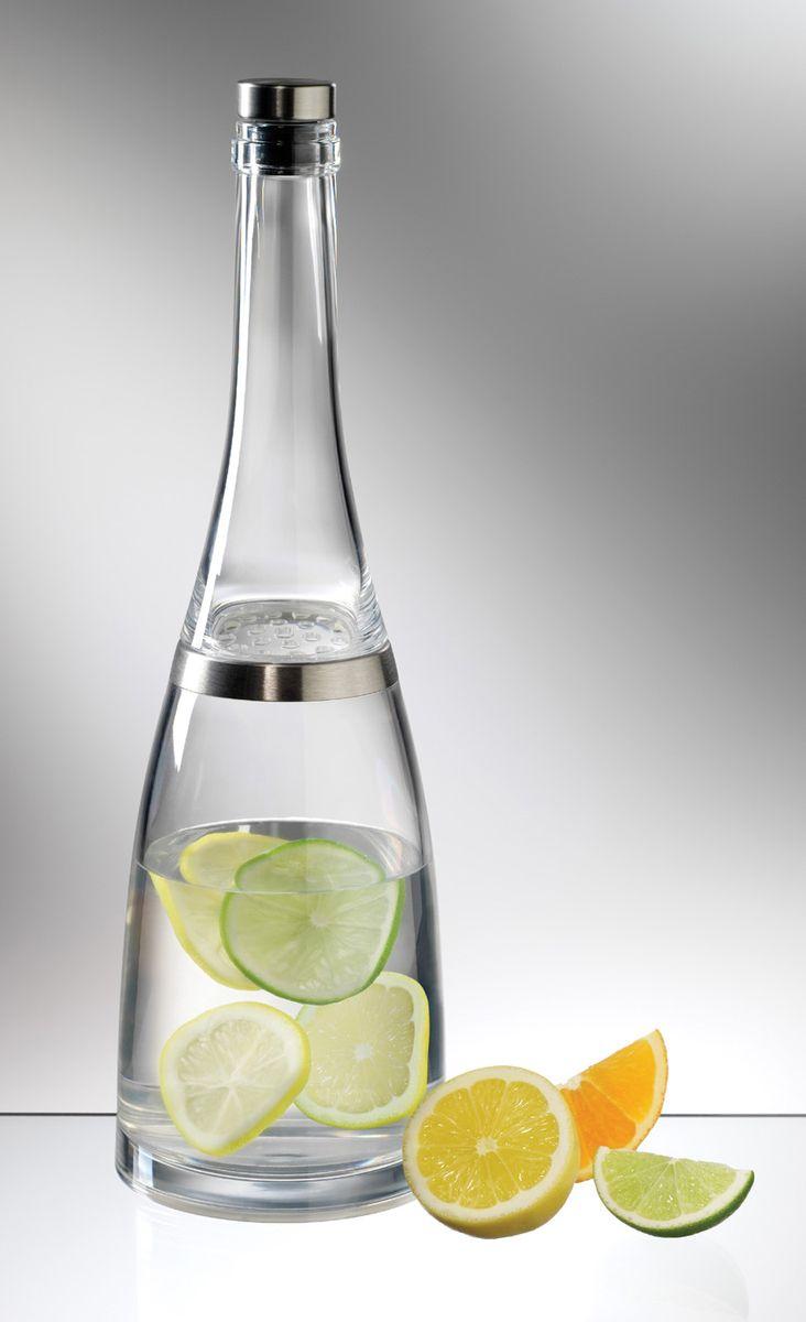 Бутылка для воды и лимонада Prodyne, 950 млFB-32Разборная бутылка Prodyne выполнена из высококачественного акрила и имеет оптимальный объем для воды и лимонадов. Открутите верхнюю часть бутылки, вращая ее против часовой стрелки. Положите внутрь фрукты, ягоды, специи или лед и залейте водой, чаем или любым напитком. Встроенный фильтр отсеивает ингредиенты напитка, он не даст фруктам попасть в кружку, а также не затруднит разлив (фрукты не забьют носик бутылки). По необходимости вы можете досыпать необходимые ингредиенты или доливать воду, не меняя полностью ее содержимое. Бутылка снабжена пробкой-крышечкой, выполненной из силикона и стали. Рекомендуется ручная мойка без использования абразивных моющих средств. Диаметр основания: 11 см. Высота бутылки: 34 см. Диаметр горлышка: 3 см.