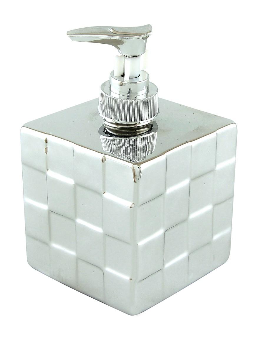 Диспенсер Elan Gallery Квадрат, цвет: серебряный, 400 мл430059Диспенсер для жидкого мыла Elan Gallery Квадрат, изготовленный из керамики, отлично подойдет для вашей ванной комнаты. Изделие выполнено в виде квадрата и декорировано рельефом. Такой аксессуар очень удобен в использовании, достаточно лишь перелить жидкое мыло в дозатор, а когда необходимо использование мыла, легким нажатием выдавить нужное количество. Дозатор Elan Gallery Квадрат создаст особую атмосферу уюта и комфорта в ванной комнате.