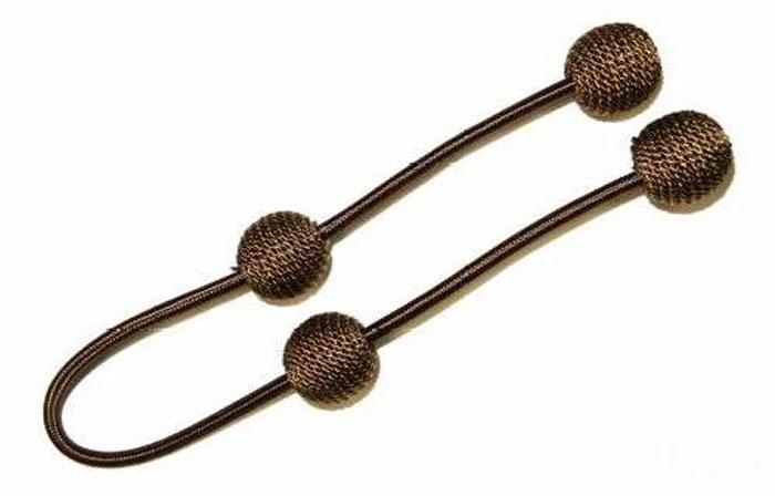 Подхват для штор Talzhou, цвет: коричневый, золотой, длина 63 см, 2 шт7700044_4 коричневый с золотомПодхват для штор Talzhou выполнен из текстиля и имеет внутри гибкую металлическую основу. Подхват - это основной вид фурнитуры в декоре штор, сочетающий в себе не только декоративную функцию, но и практическую - регулировать поток света. Подхваты способны украсить любую комнату. Длина подхвата: 63 см. Комплектация: 2 шт.