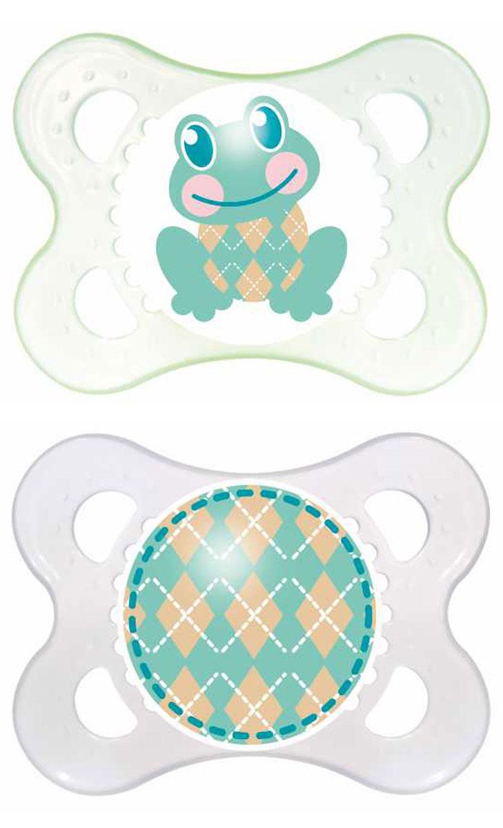 MAM Пустышка Original Лягушка от 0 до 6 месяцев 2 шт цвет зеленый прозрачный6039/3Симметричность соска этой пустышки из силикона поможет предотвратить неправильный прикус молочных зубов младенца, а форма защитной пластины позволит обеспечить необходимую вентиляцию.