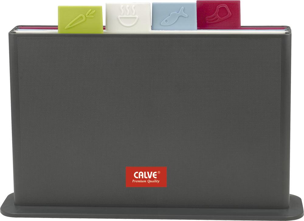 Набор разделочных досок Calve Premium Quality, цвет: красный, белый, зеленый, синий, 30 х 20 см, 5 предметовCL-1371Набор Calve Premium Quality состоит из четырех прямоугольных разделочных досок, помещенных в подставку. Это делает набор не только многофункциональным, но и очень удобным для хранения на кухне. Доски выполнены из пищевого пластика, и каждая доска имеет свой определенный цвет и ярлычок с изображением продуктов, для которых они предназначены. Качественное антибактериальное покрытие досок препятствует размножению вредных микробов. Подставка изготовлена из пищевого пластика с отверстиями для стока воды. Основание подставки оснащено нескользящими резиновыми ножками. Набор разделочных досок Calve Premium Quality станет незаменимым и полезным аксессуаром на вашей кухне, который к тому же и стильно дополнит интерьер. Размер доски: 30 х 20 х 0,7 см. Размер подставки: 33,5 х 8,5 х 20 см.