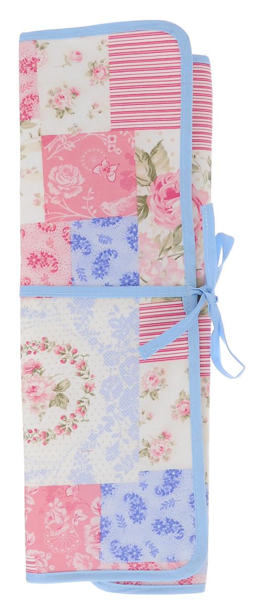 Футляр для спиц и крючков Prym Пэчворк, цвет: голубой, розовый, 43 см х 38 см612221_голубой, розовыйФутляр для спиц и крючков Prym Пэчворк выполнен из текстиля и декорирован красочным рисунком. Он содержит одно большое отделение и 8 узких отделений для спиц и крючков разной длины. Мягкий, приятный и удобный футляр, в котором всегда в порядке будут храниться инструменты для вязания. Футляр компактен, он складывается в 3 сложения и завязывается на тесьму. Размер футляра (в разложенном виде): 43 см х 38 см. Размер сложенного футляра: 43 см х 14,5 см.