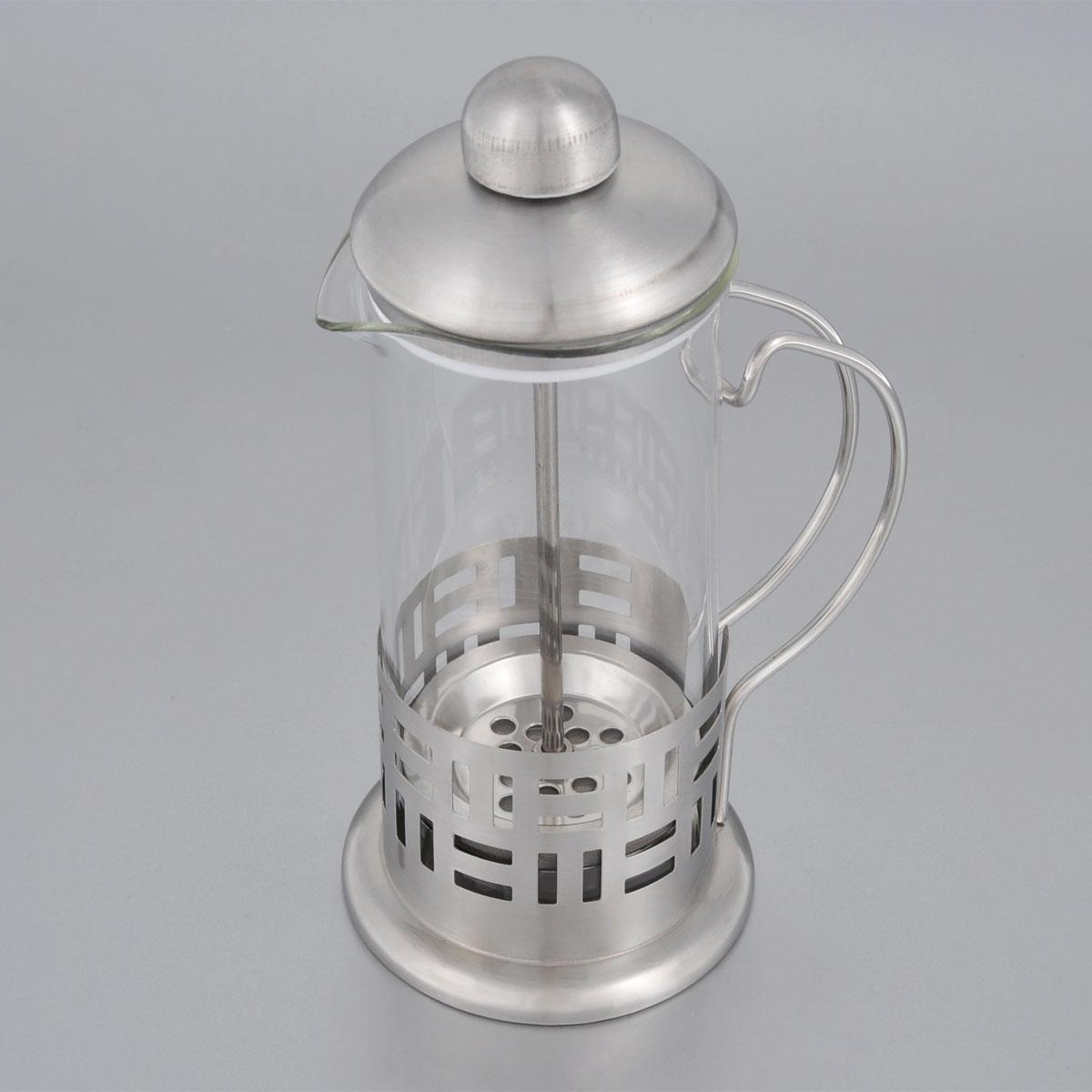 Френч-пресс Bohmann, 350 мл. 9535BH9535BHФренч-пресс Bohmann используется для заваривания крупнолистового чая, кофе среднего помола, травяных сборов. Изготовлен из высококачественной нержавеющей стали и термостойкого стекла, выдерживающего высокую температуру, что придает ему надежность и долговечность. Френч-пресс Bohmann незаменим для любителей чая и кофе. Можно мыть в посудомоечной машине. Объем: 350 мл. Высота (с учетом крышки): 18 см. Диаметр (по верхнему краю): 7,5 см.