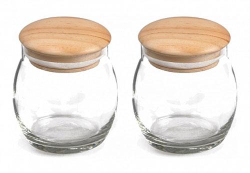 Набор банок для хранения Walmer Honey Pot, 480 мл, 2 штW05110048Набор Walmer Honey Pot состоит из двух банок для хранения. Изделия выполнены из высококачественного прозрачного стекла и снабжены деревянными крышками. Специальная силиконовая прослойка позволяет плотно закрывать крышку, что исключает попадание внутрь влаги и обеспечивает долгое хранение продукта. Набор подходит для специй, чая, кофе, меда, сахара и соли и многого другого. Набор стильно дополнит интерьер кухни и станет замечательным и полезным подарком для ваших родных и близких. Посуда пригодна для мытья в посудомоечной машине. Диаметр баночки (по верхнему краю): 8 см. Высота баночки (без учета крышки): 10 см.