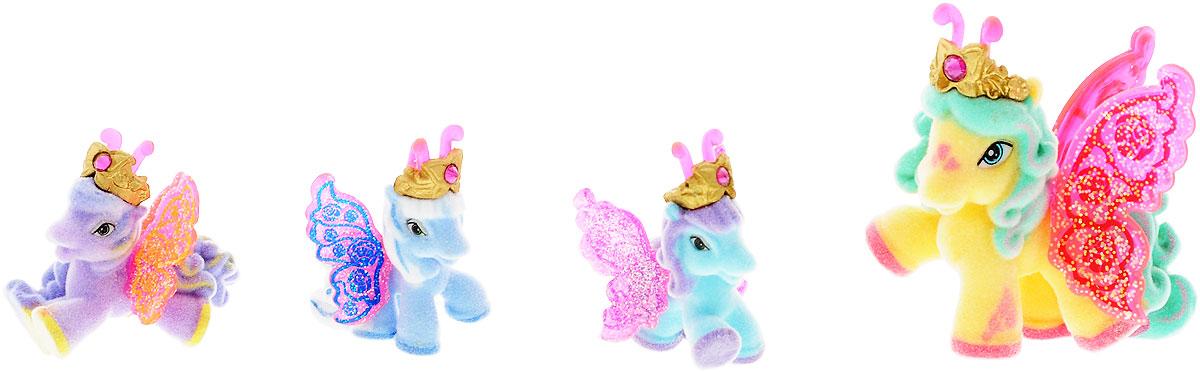 Filly Dracco Набор игровой Filly Бабочки с блестками Волшебная семья Alyssaalyssa/astM770041-3850Игровой набор фигурок Filly Butterfly Волшебная семья придется по вкусу вашей дочурке, ведь все девочки обожают волшебных лошадок Filly! У волшебных лошадок тоже есть своя семья! Мама-бабочка воспитывает трех хулиганов в прекрасном саду посреди волшебного леса Папиллия. В наборе с лошадками четыре карточки и буклет коллекционера. У лошадок есть красочные крылья, украшенные фамильным гербом их семьи. Дизайн крыльев нанесен при помощи технологии тампонной печати. Благодаря этому яркие крылышки бабочек будут радовать вашего ребенка в течение долгого времени. Каждая лошадка имеет бархатное покрытие, блестящие крылышки и доброжелательное улыбчивое личико. Все детали фигурок расписаны с любовью и реалистичностью. Помимо крылышек бабочки от обычных лошадок Филли отличаются также усиками и короной. При помощи ярких усиков персонажи волшебного леса общаются между собой. Короны же украшены кристаллами Swarowski. Вы можете собрать всю коллекцию и разыграть сцены из жизни...