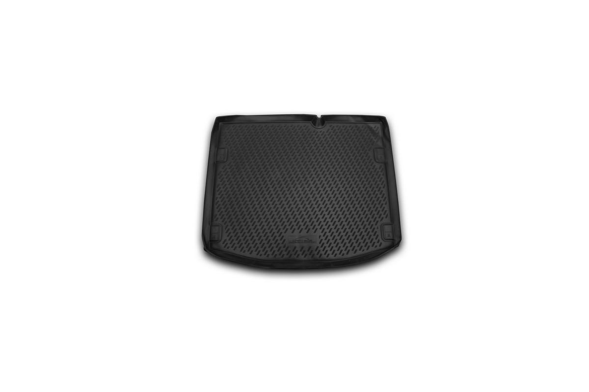 Коврик автомобильный Novline-Autofamily для Suzuki SX4 кроссовер 2013-, в багажникCARSZK10004Автомобильный коврик Novline-Autofamily, изготовленный из полиуретана, позволит вам без особых усилий содержать в чистоте багажный отсек вашего авто и при этом перевозить в нем абсолютно любые грузы. Этот модельный коврик идеально подойдет по размерам багажнику вашего автомобиля. Такой автомобильный коврик гарантированно защитит багажник от грязи, мусора и пыли, которые постоянно скапливаются в этом отсеке. А кроме того, поддон не пропускает влагу. Все это надолго убережет важную часть кузова от износа. Коврик в багажнике сильно упростит для вас уборку. Согласитесь, гораздо проще достать и почистить один коврик, нежели весь багажный отсек. Тем более, что поддон достаточно просто вынимается и вставляется обратно. Мыть коврик для багажника из полиуретана можно любыми чистящими средствами или просто водой. При этом много времени у вас уборка не отнимет, ведь полиуретан устойчив к загрязнениям. Если вам приходится перевозить в багажнике тяжелые грузы,...
