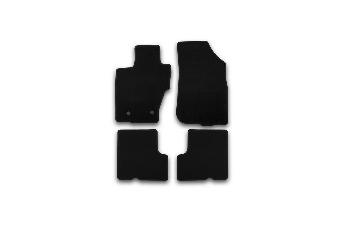 Набор автомобильных ковриков Klever для Nissan Terrano 2014-, кроссовер, в салон, 4 шт. KVR01365501200kKVR01365501200kНабор автомобильных ковриков Klever, изготовленный из текстиля, состоит из 4 ковриков, которые учитывают все особенности каждой модели автомобиля и полностью повторяют контуры пола. Текстильные автомобильные коврики для салона произведены из высококачественного материала, который держит форму, прочный и не пачкает обувь. Коврики в салон не только улучшат внешний вид салона вашего автомобиля, но и надежно уберегут его от пыли, грязи и сырости, а значит, защитят кузов от коррозии. Текстильные коврики для автомобиля мягкие и приятные, а их основа из вспененного полиуретана не пропускает влагу. Ковры для автомобилей надежно крепятся на полу и не скользят, что очень важно во время движения. Чистятся коврики очень просто: как при помощи автомобильного пылесоса, так и различными моющими средствами. Набор подходит для Nissan Terrano кроссовер с 2014 года выпуска.