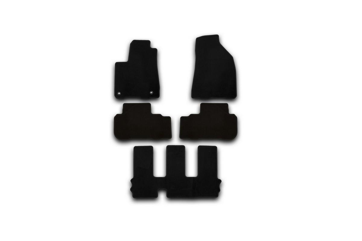 Набор автомобильных ковриков Klever для Toyota Highlander 2014-, внедорожник, в салон, 5 шт. KVR01487501200kKVR01487501200kНабор автомобильных ковриков Klever, изготовленный из текстиля, состоит из 5 ковриков, которые учитывают все особенности каждой модели автомобиля и полностью повторяют контуры пола. Текстильные автомобильные коврики для салона произведены из высококачественного материала, который держит форму, прочный и не пачкает обувь. Коврики в салон не только улучшат внешний вид салона вашего автомобиля, но и надежно уберегут его от пыли, грязи и сырости, а значит, защитят кузов от коррозии. Текстильные коврики для автомобиля мягкие и приятные, а их основа из вспененного полиуретана не пропускает влагу. Ковры для автомобилей надежно крепятся на полу и не скользят, что очень важно во время движения. Чистятся коврики очень просто: как при помощи автомобильного пылесоса, так и различными моющими средствами. Набор подходит для Toyota Highlander внедорожник с 2014 года выпуска.