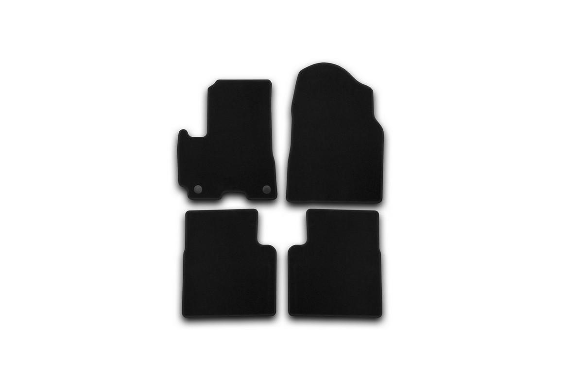 Набор автомобильных ковриков Klever для Lifan X60 2012-, кроссовер, в салон, 4 шт. KVR01730401200kKVR01730401200kНабор автомобильных ковриков Klever, изготовленный из текстиля, состоит из 4 ковриков, которые учитывают все особенности каждой модели автомобиля и полностью повторяют контуры пола. Текстильные автомобильные коврики для салона произведены из высококачественного материала, который держит форму, прочный и не пачкает обувь. Коврики в салон не только улучшат внешний вид салона вашего автомобиля, но и надежно уберегут его от пыли, грязи и сырости, а значит, защитят кузов от коррозии. Текстильные коврики для автомобиля мягкие и приятные, а их основа из вспененного полиуретана не пропускает влагу. Ковры для автомобилей надежно крепятся на полу и не скользят, что очень важно во время движения. Чистятся коврики очень просто: как при помощи автомобильного пылесоса, так и различными моющими средствами. Набор подходит для Lifan X60 кроссовер с 2012 года выпуска.