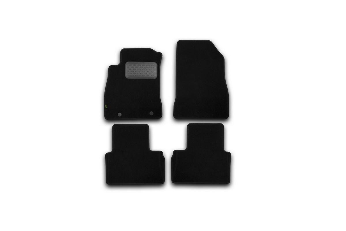 Набор автомобильных ковриков Klever для Nissan Juke 2010-, кроссовер, в салон, 4 шт. KVR02363501210khKVR02363501210khНабор автомобильных ковриков Klever, изготовленный из текстиля, состоит из 4 ковриков, которые учитывают все особенности каждой модели автомобиля и полностью повторяют контуры пола. Текстильные автомобильные коврики для салона произведены из высококачественного материала, который держит форму, прочный и не пачкает обувь. Коврики в салон не только улучшат внешний вид салона вашего автомобиля, но и надежно уберегут его от пыли, грязи и сырости, а значит, защитят кузов от коррозии. Текстильные коврики для автомобиля мягкие и приятные, а их основа из вспененного полиуретана не пропускает влагу. Ковры для автомобилей надежно крепятся на полу и не скользят, что очень важно во время движения. Чистятся коврики очень просто: как при помощи автомобильного пылесоса, так и различными моющими средствами. Набор подходит для Nissan Juke кроссовер с 2010 года выпуска.