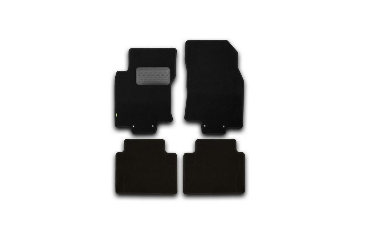 Набор автомобильных ковриков Klever для Nissan X-Trail 2014-, внедорожник, в салон, 4 шт. KVR02365401210khKVR02365401210khНабор автомобильных ковриков Klever, изготовленный из текстиля, состоит из 4 ковриков, которые учитывают все особенности каждой модели автомобиля и полностью повторяют контуры пола. Текстильные автомобильные коврики для салона произведены из высококачественного материала, который держит форму, прочный и не пачкает обувь. Коврики в салон не только улучшат внешний вид салона вашего автомобиля, но и надежно уберегут его от пыли, грязи и сырости, а значит, защитят кузов от коррозии. Текстильные коврики для автомобиля мягкие и приятные, а их основа из вспененного полиуретана не пропускает влагу. Ковры для автомобилей надежно крепятся на полу и не скользят, что очень важно во время движения. Чистятся коврики очень просто: как при помощи автомобильного пылесоса, так и различными моющими средствами. Набор подходит для Nissan X-Trail внедорожник с 2014 года выпуска.