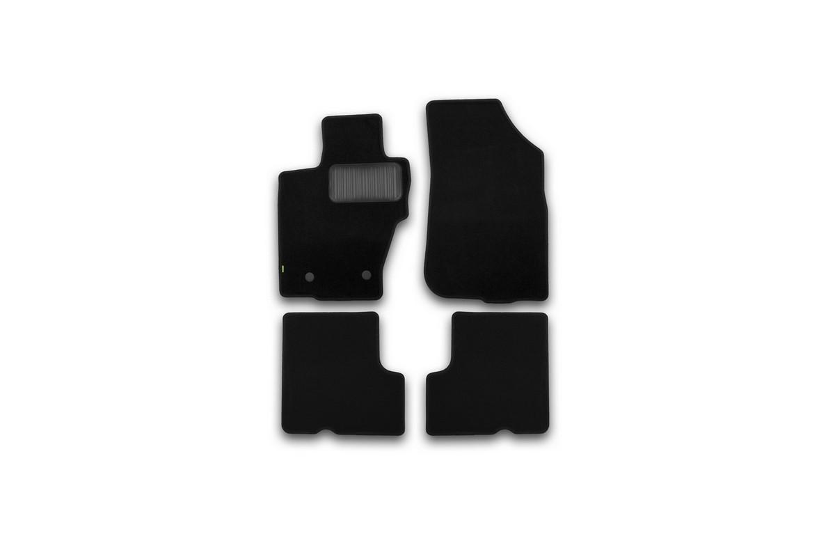 Набор автомобильных ковриков Klever для Nissan Terrano 2014-, кроссовер, в салон, 4 шт. KVR02365501210khKVR02365501210khНабор автомобильных ковриков Klever, изготовленный из текстиля, состоит из 4 ковриков, которые учитывают все особенности каждой модели автомобиля и полностью повторяют контуры пола. Текстильные автомобильные коврики для салона произведены из высококачественного материала, который держит форму, прочный и не пачкает обувь. Коврики в салон не только улучшат внешний вид салона вашего автомобиля, но и надежно уберегут его от пыли, грязи и сырости, а значит, защитят кузов от коррозии. Текстильные коврики для автомобиля мягкие и приятные, а их основа из вспененного полиуретана не пропускает влагу. Ковры для автомобилей надежно крепятся на полу и не скользят, что очень важно во время движения. Чистятся коврики очень просто: как при помощи автомобильного пылесоса, так и различными моющими средствами. Набор подходит для Nissan Terrano кроссовер с 2014 года выпуска.