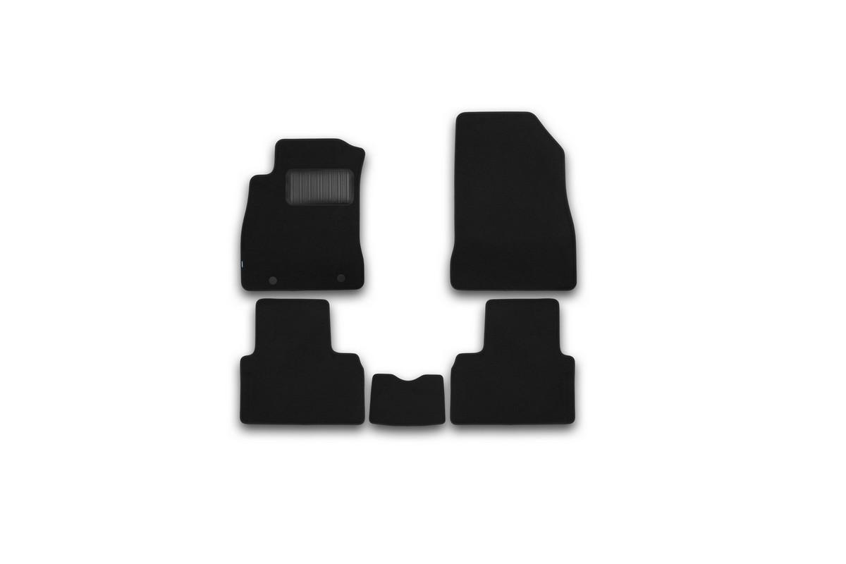 Набор автомобильных ковриков Klever для Nissan Juke 2010-, кроссовер, в салон, 5 шт. KVR03363522110khKVR03363522110khНабор автомобильных ковриков Klever, изготовленный из текстиля, состоит из 5 ковриков, которые учитывают все особенности каждой модели автомобиля и полностью повторяют контуры пола. Текстильные автомобильные коврики для салона произведены из высококачественного материала, который держит форму, прочный и не пачкает обувь. Коврики в салон не только улучшат внешний вид салона вашего автомобиля, но и надежно уберегут его от пыли, грязи и сырости, а значит, защитят кузов от коррозии. Текстильные коврики для автомобиля мягкие и приятные, а их основа из вспененного полиуретана не пропускает влагу. Ковры для автомобилей надежно крепятся на полу и не скользят, что очень важно во время движения. Чистятся коврики очень просто: как при помощи автомобильного пылесоса, так и различными моющими средствами. Набор подходит для Nissan Juke кроссовер с 2010 года выпуска.
