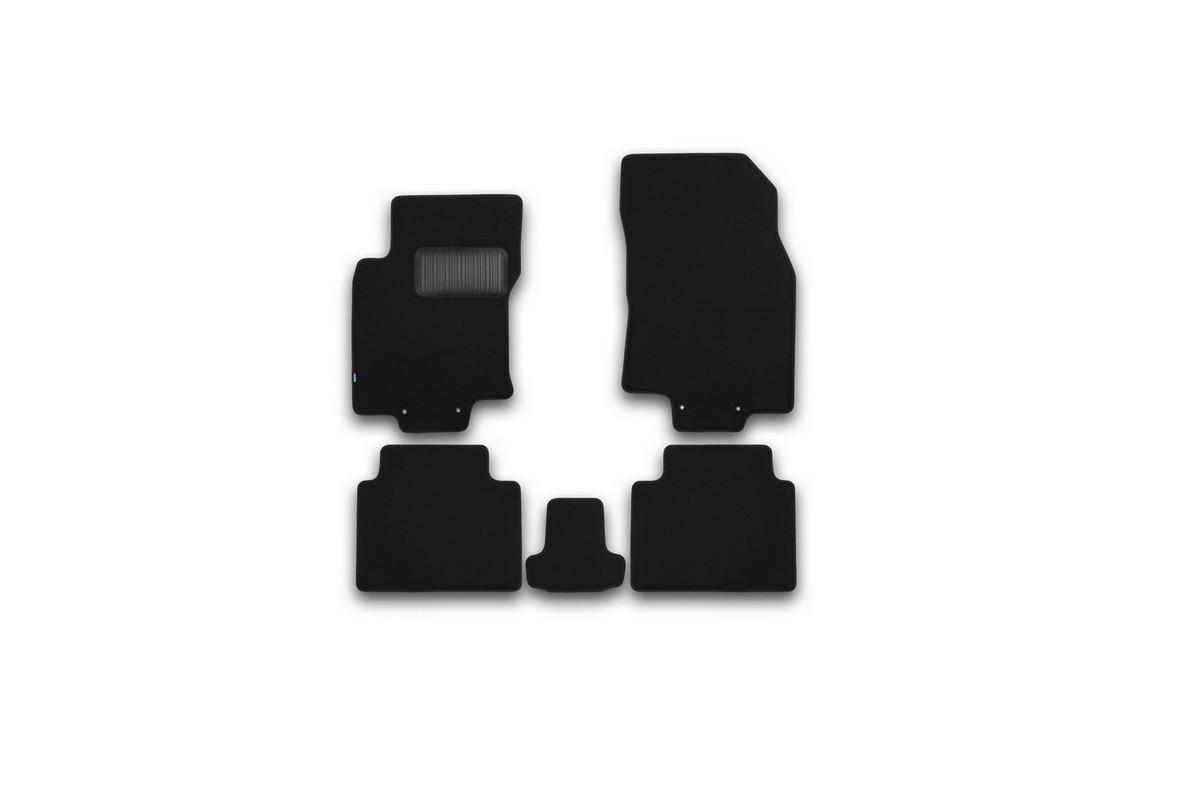 Набор автомобильных ковриков Klever для Nissan X-Trail 2014-, внедорожник, в салон, 5 шт. KVR03365422110khKVR03365422110khНабор автомобильных ковриков Klever, изготовленный из текстиля, состоит из 5 ковриков, которые учитывают все особенности каждой модели автомобиля и полностью повторяют контуры пола. Текстильные автомобильные коврики для салона произведены из высококачественного материала, который держит форму, прочный и не пачкает обувь. Коврики в салон не только улучшат внешний вид салона вашего автомобиля, но и надежно уберегут его от пыли, грязи и сырости, а значит, защитят кузов от коррозии. Текстильные коврики для автомобиля мягкие и приятные, а их основа из вспененного полиуретана не пропускает влагу. Ковры для автомобилей надежно крепятся на полу и не скользят, что очень важно во время движения. Чистятся коврики очень просто: как при помощи автомобильного пылесоса, так и различными моющими средствами. Набор подходит для Nissan X-Trail внедорожник с 2014 года выпуска.