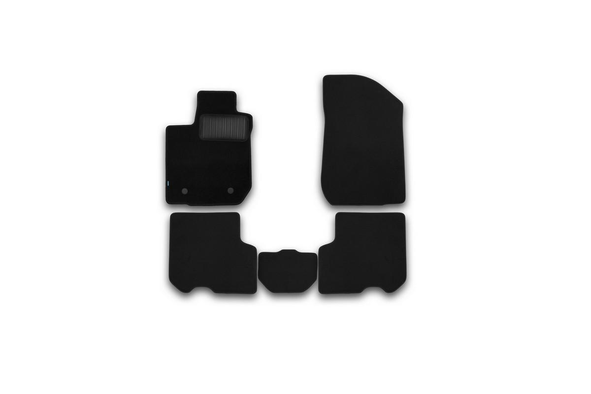 Набор автомобильных ковриков Klever для Renault Logan 2014-, седан, в салон, 5 штKVR03413122110khНабор автомобильных ковриков Klever, изготовленный из текстиля, состоит из 5 ковриков, которые учитывают все особенности каждой модели автомобиля и полностью повторяют контуры пола. Текстильные автомобильные коврики для салона произведены из высококачественного материала, который держит форму, прочный и не пачкает обувь. Коврики в салон не только улучшат внешний вид салона вашего автомобиля, но и надежно уберегут его от пыли, грязи и сырости, а значит, защитят кузов от коррозии. Текстильные коврики для автомобиля мягкие и приятные, а их основа из вспененного полиуретана не пропускает влагу. Ковры для автомобилей надежно крепятся на полу и не скользят, что очень важно во время движения. Чистятся коврики очень просто: как при помощи автомобильного пылесоса, так и различными моющими средствами. Набор подходит для Renault Logan седан с 2014 года выпуска.