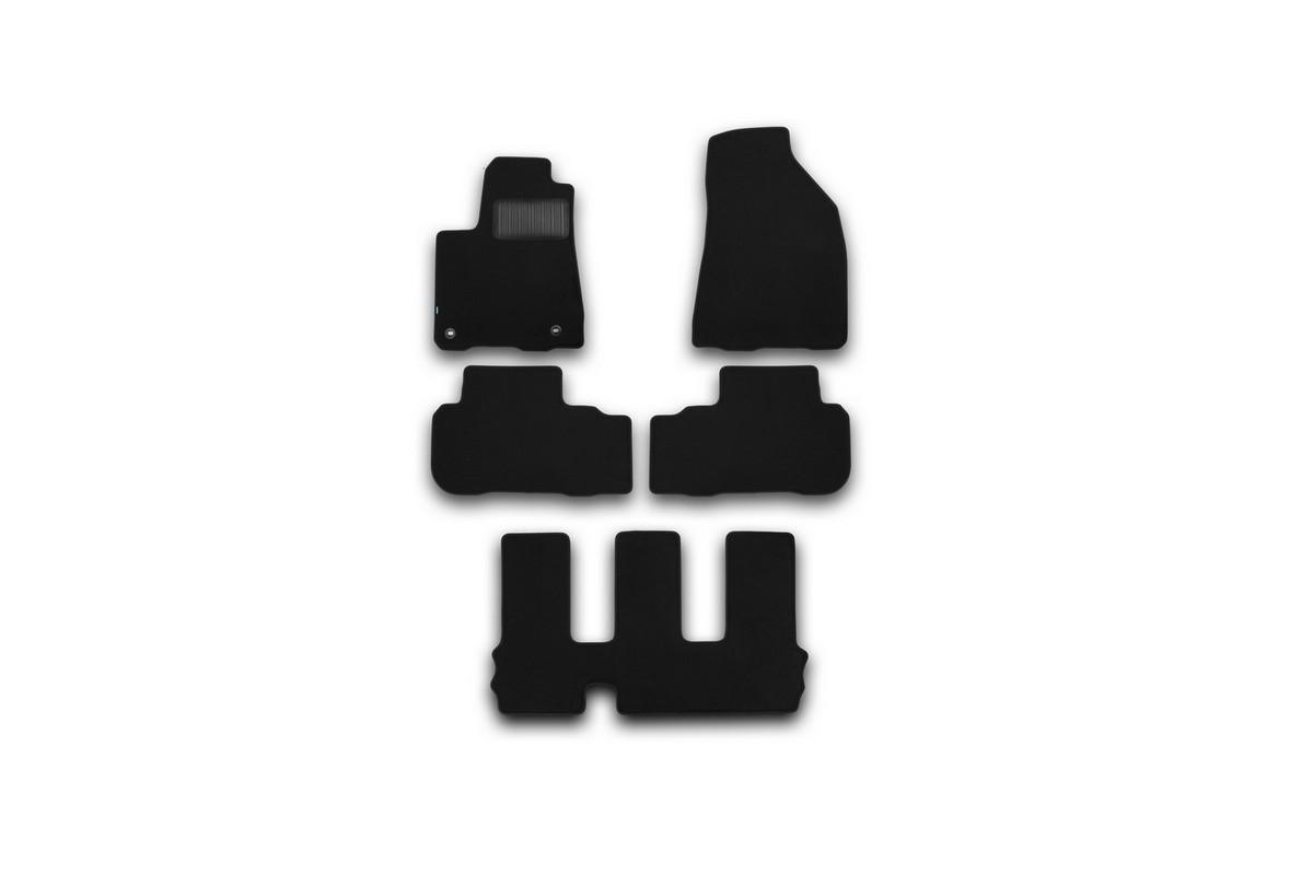 Набор автомобильных ковриков Klever для Toyota Highlander 2014-, внедорожник, в салон, 5 шт. KVR03487522110khKVR03487522110khНабор автомобильных ковриков Klever, изготовленный из текстиля, состоит из 5 ковриков, которые учитывают все особенности каждой модели автомобиля и полностью повторяют контуры пола. Текстильные автомобильные коврики для салона произведены из высококачественного материала, который держит форму, прочный и не пачкает обувь. Коврики в салон не только улучшат внешний вид салона вашего автомобиля, но и надежно уберегут его от пыли, грязи и сырости, а значит, защитят кузов от коррозии. Текстильные коврики для автомобиля мягкие и приятные, а их основа из вспененного полиуретана не пропускает влагу. Ковры для автомобилей надежно крепятся на полу и не скользят, что очень важно во время движения. Чистятся коврики очень просто: как при помощи автомобильного пылесоса, так и различными моющими средствами. Набор подходит для Toyota Highlander внедорожник с 2014 года выпуска.