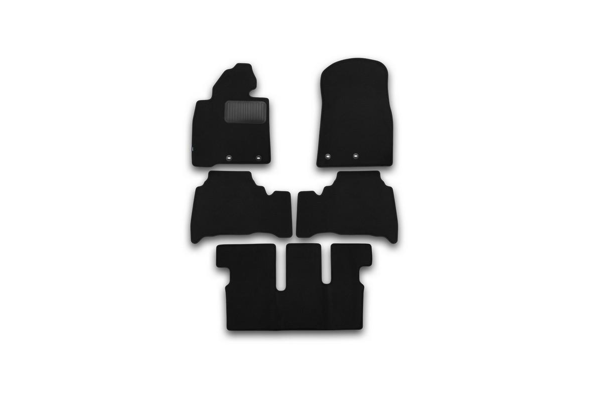 Набор автомобильных ковриков Klever для Toyota Land Cruiser 200 7 мест АКПП 2012-, внедорожник, в салон, 5 шт. KVR03489422110khKVR03489422110khНабор автомобильных ковриков Klever, изготовленный из текстиля, состоит из 5 ковриков, которые учитывают все особенности каждой модели автомобиля и полностью повторяют контуры пола. Текстильные автомобильные коврики для салона произведены из высококачественного материала, который держит форму, прочный и не пачкает обувь. Коврики в салон не только улучшат внешний вид салона вашего автомобиля, но и надежно уберегут его от пыли, грязи и сырости, а значит, защитят кузов от коррозии. Текстильные коврики для автомобиля мягкие и приятные, а их основа из вспененного полиуретана не пропускает влагу. Ковры для автомобилей надежно крепятся на полу и не скользят, что очень важно во время движения. Чистятся коврики очень просто: как при помощи автомобильного пылесоса, так и различными моющими средствами. Набор подходит для Toyota Land Cruiser 200 7 мест АКПП внедорожник с 2012 года выпуска.