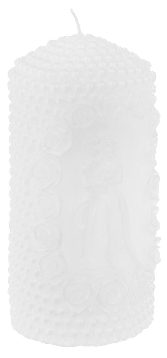 Свеча декоративная Очаг, цвет: белый, 6,5 х 6,5 х 14 см69.086Декоративная свеча Очаг изготовлена из парафина в форме столбика. Изделие украшено красивым рельефным узором и вырезанной фигуркой жениха и невесты. Свеча будет отличным украшением кондитерских изделий, интерьера и подарком на свадьбу или торжество. Свеча Очаг принесет в ваш дом волшебство и ощущение праздника. Создайте в своем доме атмосферу веселья и радости, и тогда самый обычный день с легкостью превратится в торжество. Время горения: 8 ч.
