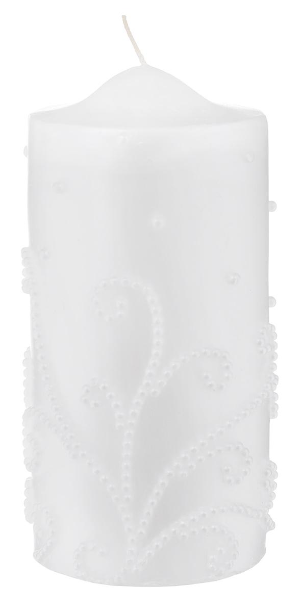 Свеча Декоративная, цвет: белый, 7 см х 7 см х 16 см69.015Свеча Декоративная изготовлена из парафина в форме столбика и украшена красивым рельефным узором. Свеча будет отличным украшением кондитерских изделий, интерьера и подарком на свадьбу или торжество. Свеча Декоративная принесет в ваш дом волшебство и ощущение праздника. Создайте в своем доме атмосферу веселья и радости, и тогда самый обычный день с легкостью превратится в торжество. Время горения: 10 ч.