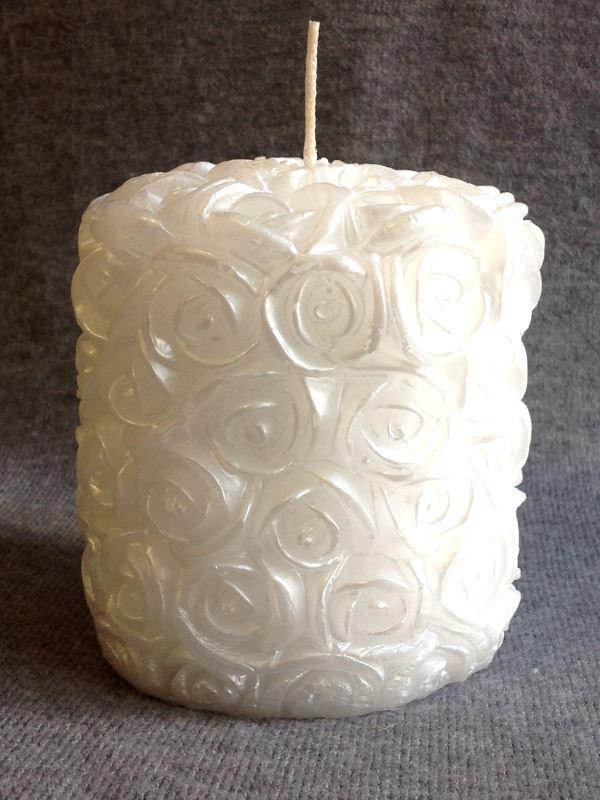 Свеча декоративная Принт Торг Свадебная средняя №2, высота 9 см69.060Свеча декоративная Принт Торг Свадебная средняя №2 выполнена из парафина белого цвета с покрытием свечным лаком, выполнена в форме столбика с фактурной поверхностью в виде розочек. Такая свеча прекрасно послужит для декора свадебного интерьера, также может использоваться для декорирования квартиры, кроме того, это отличный вариант подарка для ваших близких и друзей. Время горения - 10 часов.