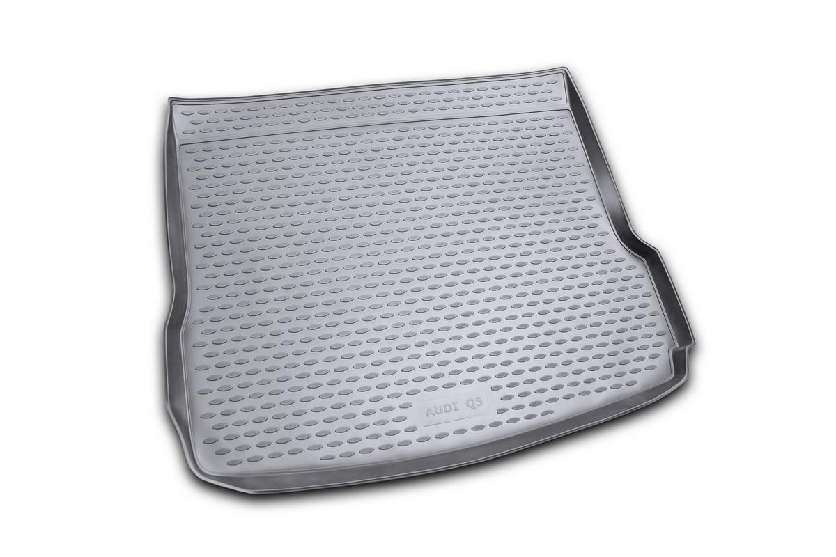 Коврик автомобильный Novline-Autofamily для Audi Q5 кроссовер 01/2009-, в багажник. NLC.04.15.B12NLC.04.15.B12Автомобильный коврик Novline-Autofamily, изготовленный из полиуретана, позволит вам без особых усилий содержать в чистоте багажный отсек вашего авто и при этом перевозить в нем абсолютно любые грузы. Этот модельный коврик идеально подойдет по размерам багажнику вашего автомобиля. Такой автомобильный коврик гарантированно защитит багажник от грязи, мусора и пыли, которые постоянно скапливаются в этом отсеке. А кроме того, поддон не пропускает влагу. Все это надолго убережет важную часть кузова от износа. Коврик в багажнике сильно упростит для вас уборку. Согласитесь, гораздо проще достать и почистить один коврик, нежели весь багажный отсек. Тем более, что поддон достаточно просто вынимается и вставляется обратно. Мыть коврик для багажника из полиуретана можно любыми чистящими средствами или просто водой. При этом много времени у вас уборка не отнимет, ведь полиуретан устойчив к загрязнениям. Если вам приходится перевозить в багажнике тяжелые грузы,...