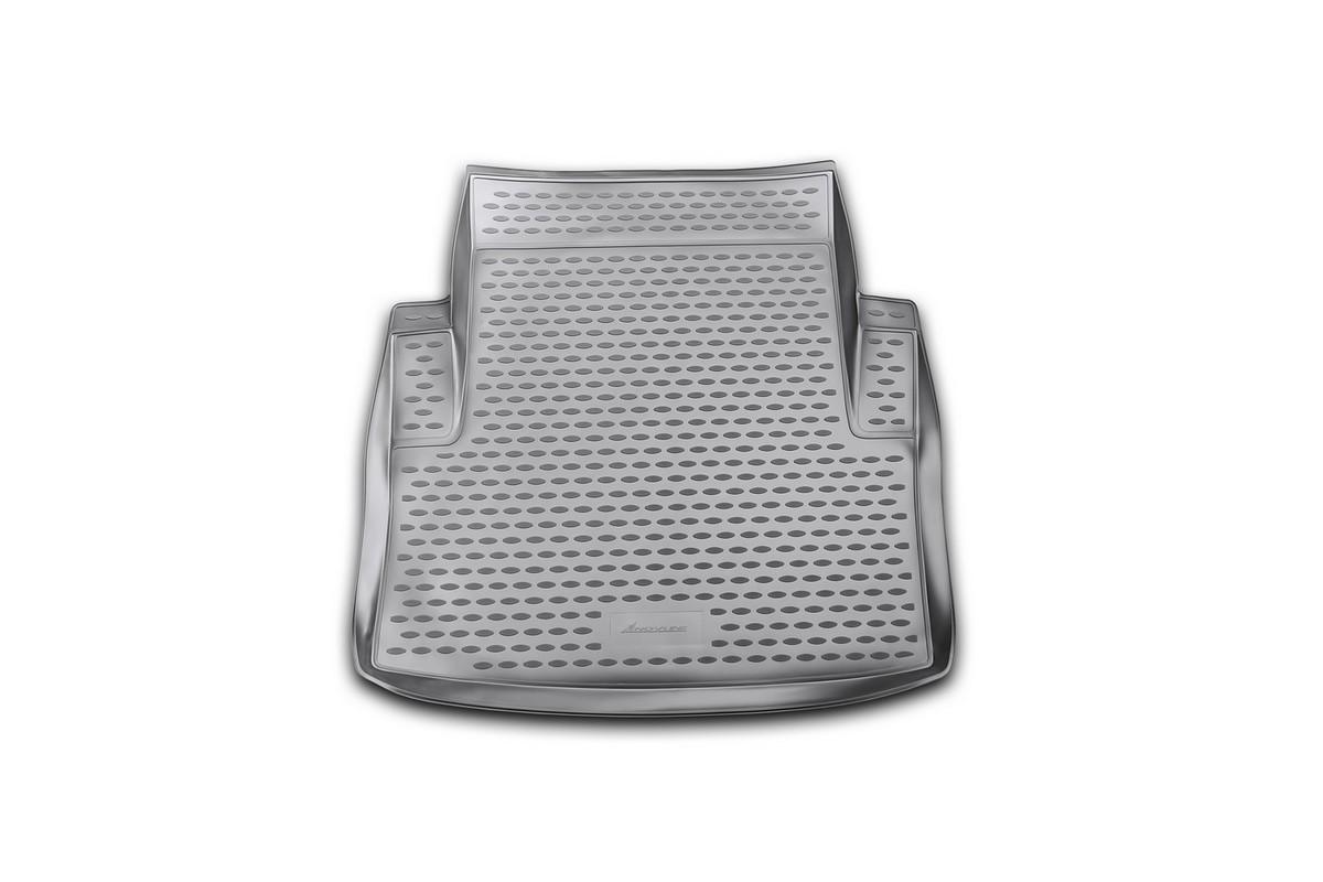Коврик в багажник автомобиля Novline-Autofamily для BMW 3-series, 2006 -NLC.05.05.B10Автомобильный коврик в багажник позволит вам без особых усилий содержать в чистоте багажный отсек вашего авто и при этом перевозить в нем абсолютно любые грузы. Такой автомобильный коврик гарантированно защитит багажник вашего автомобиля от грязи, мусора и пыли, которые постоянно скапливаются в этом отсеке. А кроме того, поддон не пропускает влагу. Все это надолго убережет важную часть кузова от износа. Мыть коврик для багажника из полиуретана можно любыми чистящими средствами или просто водой. При этом много времени уборка не отнимет, ведь полиуретан устойчив к загрязнениям. Если вам приходится перевозить в багажнике тяжелые грузы, за сохранность автоковрика можете не беспокоиться. Он сделан из прочного материала, который не деформируется при механических нагрузках и устойчив даже к экстремальным температурам. А кроме того, коврик для багажника надежно фиксируется и не сдвигается во время поездки - это дополнительная гарантия сохранности вашего багажа. ...