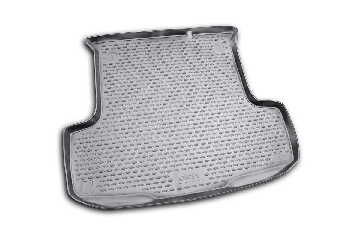 Коврик автомобильный Novline-Autofamily для Fiat Linea седан 2007-, в багажник. NLC.15.19.B10NLC.15.19.B10Автомобильный коврик Novline-Autofamily, изготовленный из полиуретана, позволит вам без особых усилий содержать в чистоте багажный отсек вашего авто и при этом перевозить в нем абсолютно любые грузы. Этот модельный коврик идеально подойдет по размерам багажнику вашего автомобиля. Такой автомобильный коврик гарантированно защитит багажник от грязи, мусора и пыли, которые постоянно скапливаются в этом отсеке. А кроме того, поддон не пропускает влагу. Все это надолго убережет важную часть кузова от износа. Коврик в багажнике сильно упростит для вас уборку. Согласитесь, гораздо проще достать и почистить один коврик, нежели весь багажный отсек. Тем более, что поддон достаточно просто вынимается и вставляется обратно. Мыть коврик для багажника из полиуретана можно любыми чистящими средствами или просто водой. При этом много времени у вас уборка не отнимет, ведь полиуретан устойчив к загрязнениям. Если вам приходится перевозить в багажнике тяжелые грузы,...