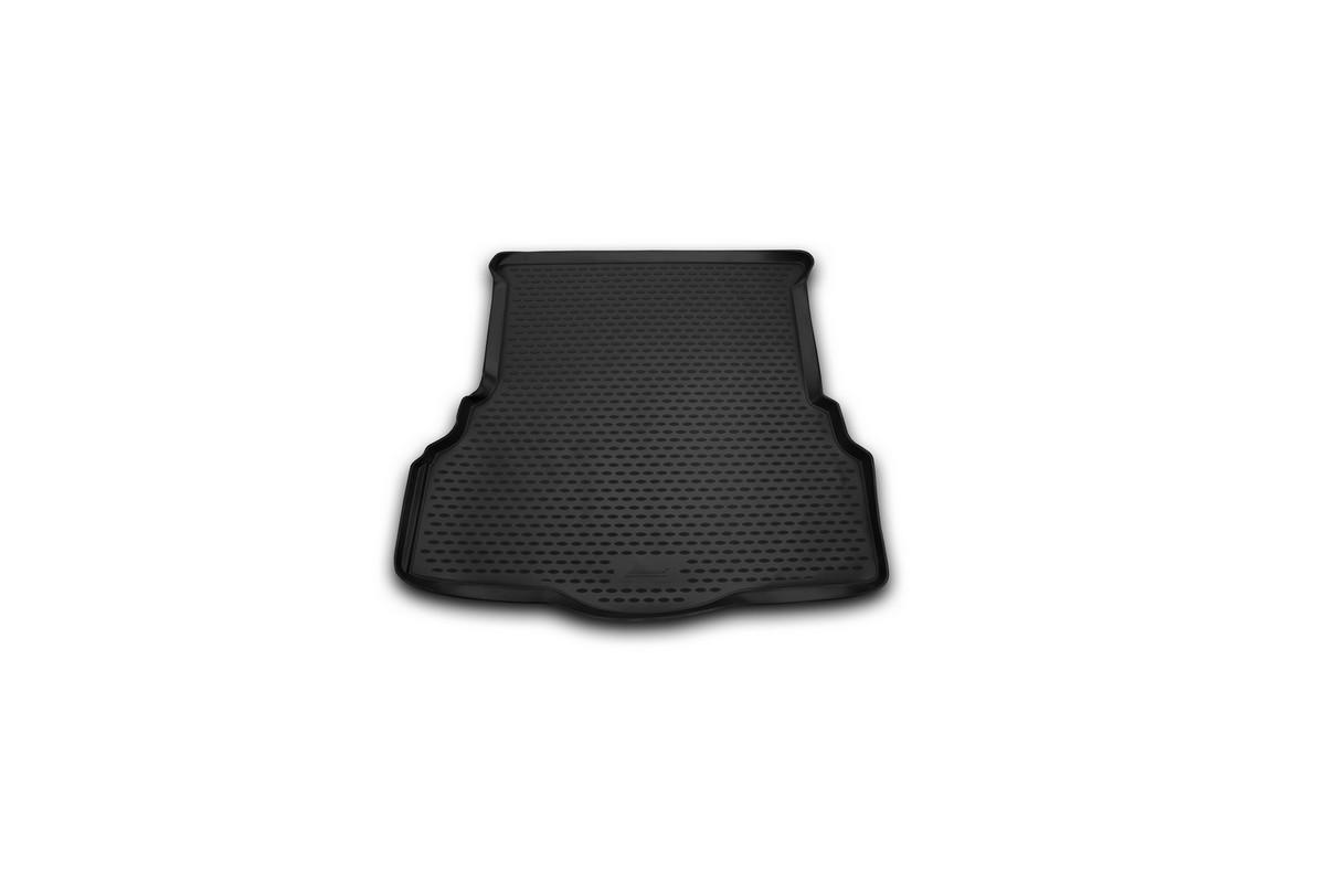 Коврик автомобильный Novline-Autofamily для Ford Mondeo седан 2001, 2015-, в багажникNLC.16.66.B10Автомобильный коврик Novline-Autofamily, изготовленный из полиуретана, позволит вам без особых усилий содержать в чистоте багажный отсек вашего авто и при этом перевозить в нем абсолютно любые грузы. Этот модельный коврик идеально подойдет по размерам багажнику вашего автомобиля. Такой автомобильный коврик гарантированно защитит багажник от грязи, мусора и пыли, которые постоянно скапливаются в этом отсеке. А кроме того, поддон не пропускает влагу. Все это надолго убережет важную часть кузова от износа. Коврик в багажнике сильно упростит для вас уборку. Согласитесь, гораздо проще достать и почистить один коврик, нежели весь багажный отсек. Тем более, что поддон достаточно просто вынимается и вставляется обратно. Мыть коврик для багажника из полиуретана можно любыми чистящими средствами или просто водой. При этом много времени у вас уборка не отнимет, ведь полиуретан устойчив к загрязнениям. Если вам приходится перевозить в багажнике тяжелые грузы,...