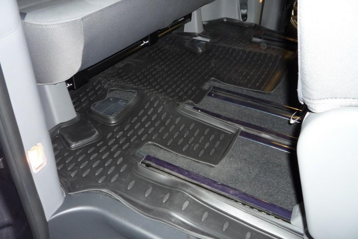 Коврик в салон автомобиля Novline-Autofamily, для Hyundai New H-1 2007-, третий рядNLC.20.38.210kКоврик в салон Novline-Autofamily не только улучшит внешний вид салона вашего автомобиля, но и надежно убережет его от пыли, грязи и сырости, а значит, защитит кузов от коррозии. Полиуретановый коврик для автомобиля гладкий, приятный и не пропускает влагу. Автомобильный коврик в салон учитывает все особенности каждой модели и полностью повторяет контуры пола. Благодаря этому его не нужно будет подгибать или обрезать. И самое главное - он не будет мешать педалям. Полиуретановый автомобильный коврик для салона произведен из высококачественного материала, который держит форму и не пачкает обувь. К тому же, этот материал очень прочный (его, к примеру, не получится проткнуть каблуком). Некоторые автоковрики становятся источником неприятного запаха в автомобиле. С полиуретановым ковриком Novline-Autofamily вы можете этого не бояться. Коврик для автомобилей надежно крепится на полу и не скользит, что очень важно во время движения, особенно для водителя. Коврик из...