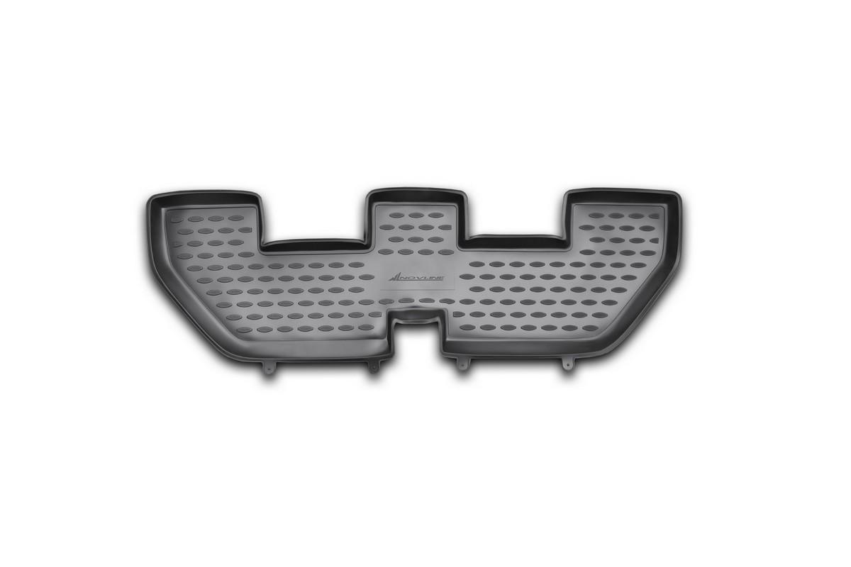 Коврик в салон автомобиля Novline-Autofamily для Land Rover Discovery 4, 2010 - 2014, 2014 -, 3-й рядNLC.28.07.210Коврик Novline-Autofamily улучшит внешний вид салона автомобиля и надежно убережет его от пыли, грязи и сырости, а значит, защитит кузов от коррозии. Полиуретановый коврик гладкий, приятный и не пропускает влагу. Полиуретановый автомобильный коврик произведен из высококачественного материала, который держит форму и не пачкает обувь. Коврик надежно крепится на полу и не скользит. Изделие из полиуретана надежно удерживает грязь и влагу, при этом всегда выглядит довольно опрятно. И чистится он очень просто: как при помощи автомобильного пылесоса, так и различными моющими средствами.