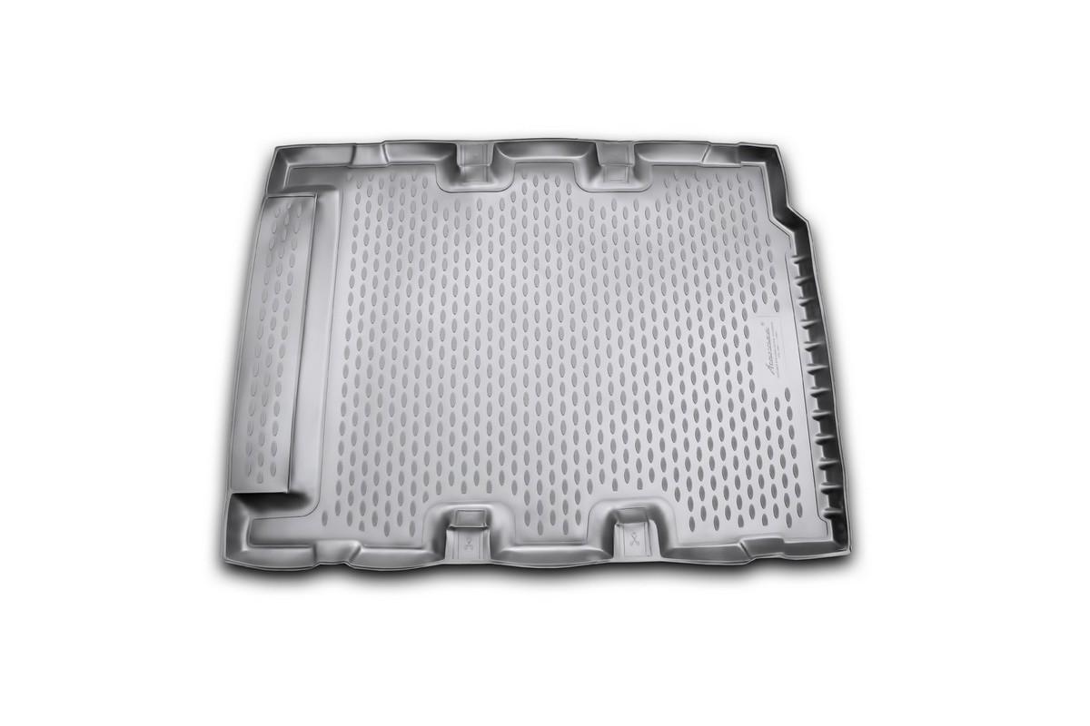 Коврик в багажник LAND ROVER Defender 110 5D, 2007-> длин, внед. (полиуретан)NLC.28.08.G13Автомобильный коврик в багажник позволит вам без особых усилий содержать в чистоте багажный отсек вашего авто и при этом перевозить в нем абсолютно любые грузы. Этот модельный коврик идеально подойдет по размерам багажнику вашего авто. Такой автомобильный коврик гарантированно защитит багажник вашего автомобиля от грязи, мусора и пыли, которые постоянно скапливаются в этом отсеке. А кроме того, поддон не пропускает влагу. Все это надолго убережет важную часть кузова от износа. Коврик в багажнике сильно упростит для вас уборку. Согласитесь, гораздо проще достать и почистить один коврик, нежели весь багажный отсек. Тем более, что поддон достаточно просто вынимается и вставляется обратно. Мыть коврик для багажника из полиуретана можно любыми чистящими средствами или просто водой. При этом много времени у вас уборка не отнимет, ведь полиуретан устойчив к загрязнениям. Если вам приходится перевозить в багажнике тяжелые грузы, за сохранность автоковрика можете не беспокоиться. Он сделан...