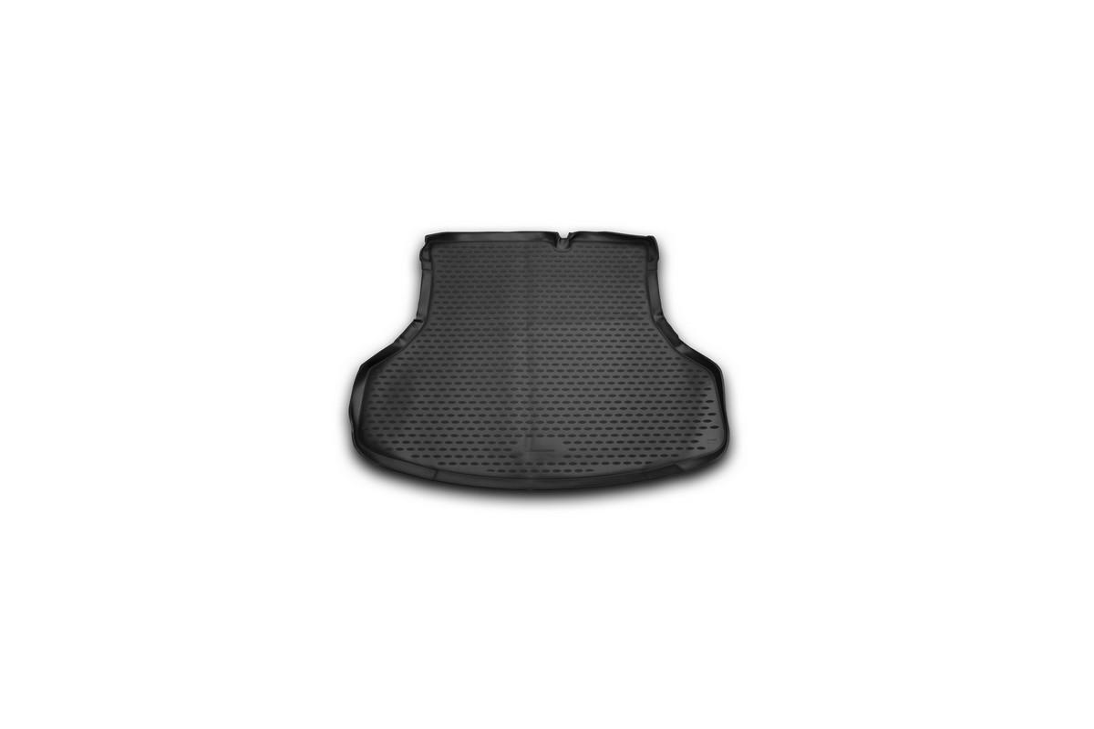 Коврик автомобильный Novline-Autofamily для Nissan Sentra седан 2014-, в багажникNLC.36.52.B10Автомобильный коврик Novline-Autofamily, изготовленный из полиуретана, позволит вам без особых усилий содержать в чистоте багажный отсек вашего авто и при этом перевозить в нем абсолютно любые грузы. Этот модельный коврик идеально подойдет по размерам багажнику вашего автомобиля. Такой автомобильный коврик гарантированно защитит багажник от грязи, мусора и пыли, которые постоянно скапливаются в этом отсеке. А кроме того, поддон не пропускает влагу. Все это надолго убережет важную часть кузова от износа. Коврик в багажнике сильно упростит для вас уборку. Согласитесь, гораздо проще достать и почистить один коврик, нежели весь багажный отсек. Тем более, что поддон достаточно просто вынимается и вставляется обратно. Мыть коврик для багажника из полиуретана можно любыми чистящими средствами или просто водой. При этом много времени у вас уборка не отнимет, ведь полиуретан устойчив к загрязнениям. Если вам приходится перевозить в багажнике тяжелые грузы,...