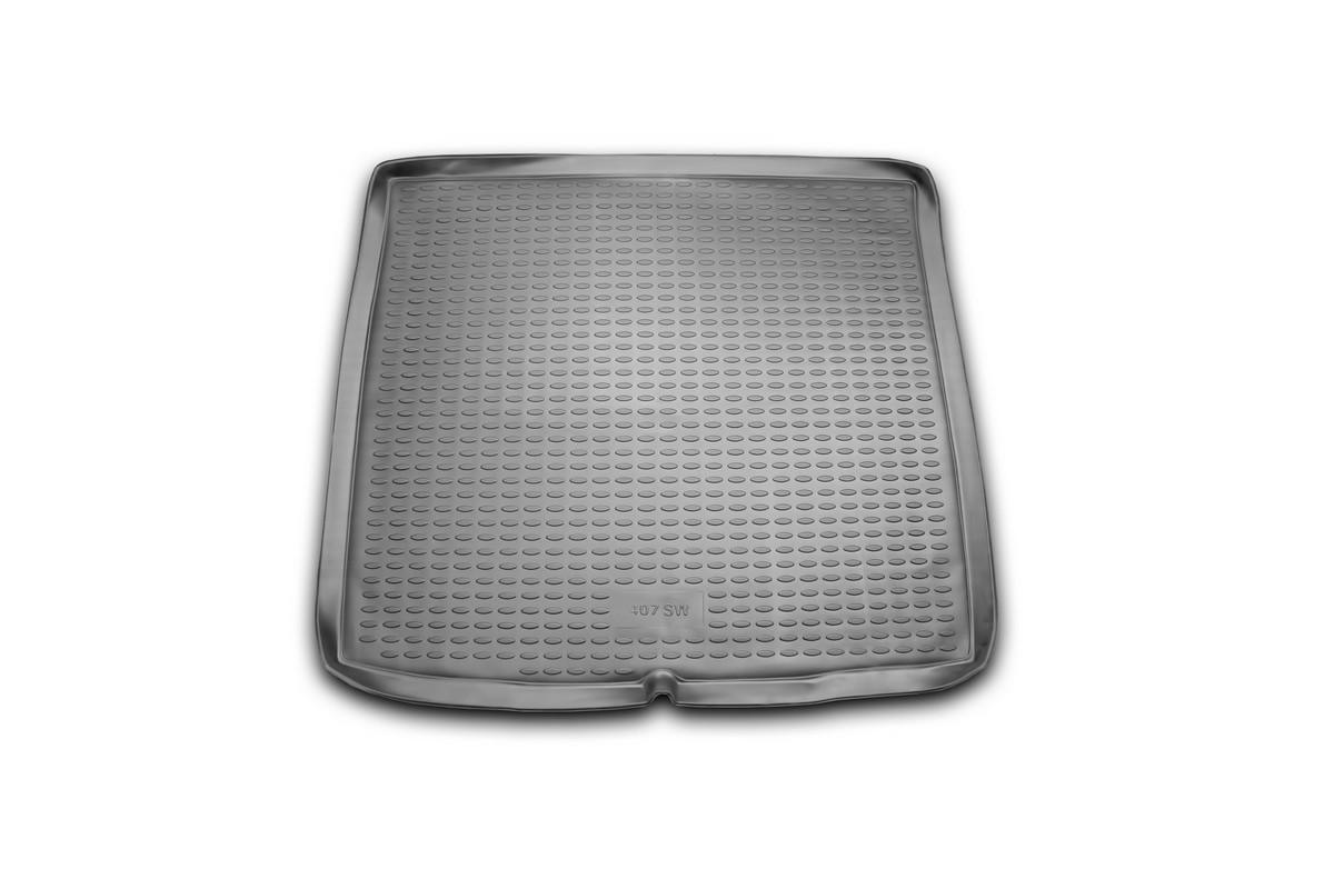 Коврик автомобильный Novline-Autofamily для Peugeot 407 SW универсал 2004-, в багажникNLC.38.04.B12Автомобильный коврик Novline-Autofamily, изготовленный из полиуретана, позволит вам без особых усилий содержать в чистоте багажный отсек вашего авто и при этом перевозить в нем абсолютно любые грузы. Этот модельный коврик идеально подойдет по размерам багажнику вашего автомобиля. Такой автомобильный коврик гарантированно защитит багажник от грязи, мусора и пыли, которые постоянно скапливаются в этом отсеке. А кроме того, поддон не пропускает влагу. Все это надолго убережет важную часть кузова от износа. Коврик в багажнике сильно упростит для вас уборку. Согласитесь, гораздо проще достать и почистить один коврик, нежели весь багажный отсек. Тем более, что поддон достаточно просто вынимается и вставляется обратно. Мыть коврик для багажника из полиуретана можно любыми чистящими средствами или просто водой. При этом много времени у вас уборка не отнимет, ведь полиуретан устойчив к загрязнениям. Если вам приходится перевозить в багажнике тяжелые грузы,...