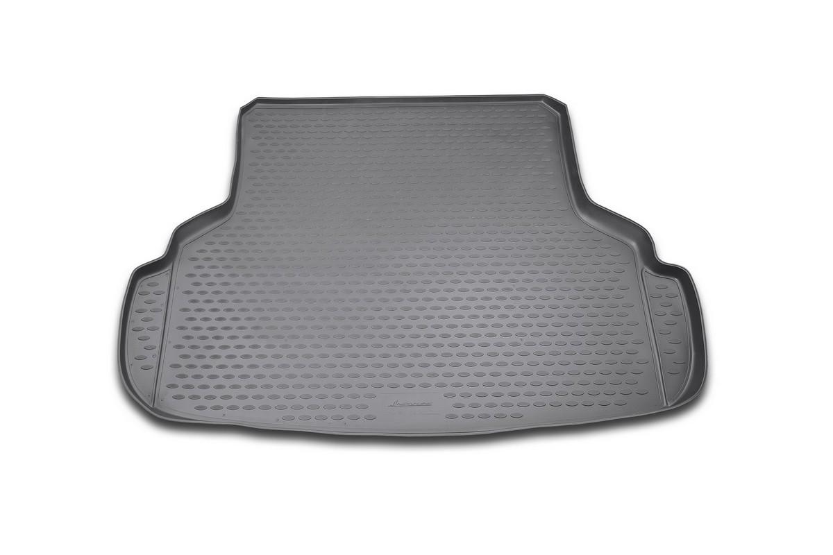 Коврик автомобильный Novline-Autofamily для Suzuki SX4 седан 03/2007-, в багажникNLC.47.16.B10Автомобильный коврик Novline-Autofamily, изготовленный из полиуретана, позволит вам без особых усилий содержать в чистоте багажный отсек вашего авто и при этом перевозить в нем абсолютно любые грузы. Этот модельный коврик идеально подойдет по размерам багажнику вашего автомобиля. Такой автомобильный коврик гарантированно защитит багажник от грязи, мусора и пыли, которые постоянно скапливаются в этом отсеке. А кроме того, поддон не пропускает влагу. Все это надолго убережет важную часть кузова от износа. Коврик в багажнике сильно упростит для вас уборку. Согласитесь, гораздо проще достать и почистить один коврик, нежели весь багажный отсек. Тем более, что поддон достаточно просто вынимается и вставляется обратно. Мыть коврик для багажника из полиуретана можно любыми чистящими средствами или просто водой. При этом много времени у вас уборка не отнимет, ведь полиуретан устойчив к загрязнениям. Если вам приходится перевозить в багажнике тяжелые грузы,...