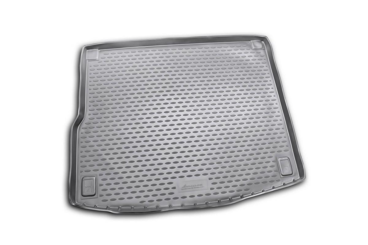 Коврик в багажник автомобиля Novline-Autofamily для VW Touareg, 2010 -NLC.51.31.B13Автомобильный коврик в багажник позволит вам без особых усилий содержать в чистоте багажный отсек вашего авто и при этом перевозить в нем абсолютно любые грузы. Такой автомобильный коврик гарантированно защитит багажник вашего автомобиля от грязи, мусора и пыли, которые постоянно скапливаются в этом отсеке. А кроме того, поддон не пропускает влагу. Все это надолго убережет важную часть кузова от износа. Мыть коврик для багажника из полиуретана можно любыми чистящими средствами или просто водой. При этом много времени уборка не отнимет, ведь полиуретан устойчив к загрязнениям. Если вам приходится перевозить в багажнике тяжелые грузы, за сохранность автоковрика можете не беспокоиться. Он сделан из прочного материала, который не деформируется при механических нагрузках и устойчив даже к экстремальным температурам. А кроме того, коврик для багажника надежно фиксируется и не сдвигается во время поездки - это дополнительная гарантия сохранности вашего багажа. ...