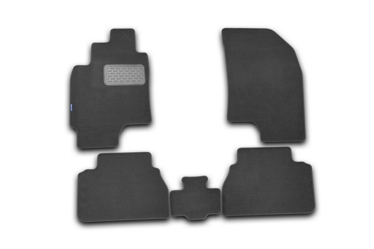 Набор автомобильных ковриков Novline-Autofamily для Chevrolet Epica 2006-, седан, в салон, 5 штNLT.08.08.11.110khНабор автомобильных ковриков Novline-Autofamily, изготовленный из текстиля, состоит из 5 ковриков, которые учитывают все особенности каждой модели автомобиля и полностью повторяют контуры пола. Текстильные автомобильные коврики для салона произведены из высококачественного материала, который держит форму, прочный и не пачкает обувь. Коврики в салон не только улучшат внешний вид салона вашего автомобиля, но и надежно уберегут его от пыли, грязи и сырости, а значит, защитят кузов от коррозии. Текстильные коврики для автомобиля мягкие и приятные, а их основа из вспененного полиуретана не пропускает влагу. Ковры для автомобилей надежно крепятся на полу и не скользят, что очень важно во время движения. Чистятся коврики очень просто: как при помощи автомобильного пылесоса, так и различными моющими средствами. Набор подходит для Chevrolet Epica седан с 2006 года выпуска.
