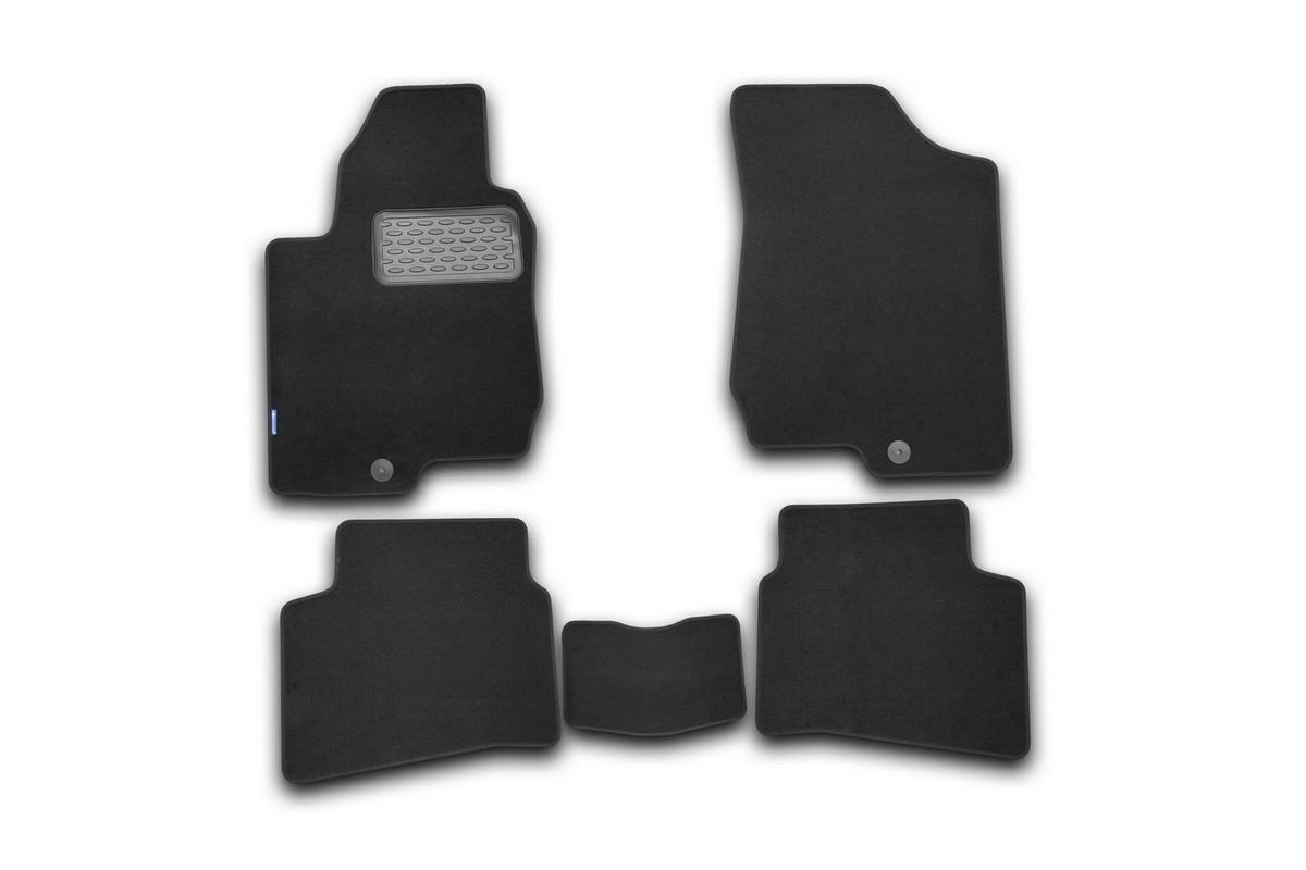Набор автомобильных ковриков Novline-Autofamily для Kia Pro Ceed 2008-2010, хэтчбек, в салон, 5 штNLT.25.27.11.110khНабор автомобильных ковриков Novline-Autofamily, изготовленный из текстиля, состоит из 5 ковриков, которые учитывают все особенности каждой модели автомобиля и полностью повторяют контуры пола. Текстильные автомобильные коврики для салона произведены из высококачественного материала, который держит форму, прочный и не пачкает обувь. Коврики в салон не только улучшат внешний вид салона вашего автомобиля, но и надежно уберегут его от пыли, грязи и сырости, а значит, защитят кузов от коррозии. Текстильные коврики для автомобиля мягкие и приятные, а их основа из вспененного полиуретана не пропускает влагу. Ковры для автомобилей надежно крепятся на полу и не скользят, что очень важно во время движения. Чистятся коврики очень просто: как при помощи автомобильного пылесоса, так и различными моющими средствами. Набор подходит для Kia Pro Ceed хэтчбек 2008-2010 годов выпуска.