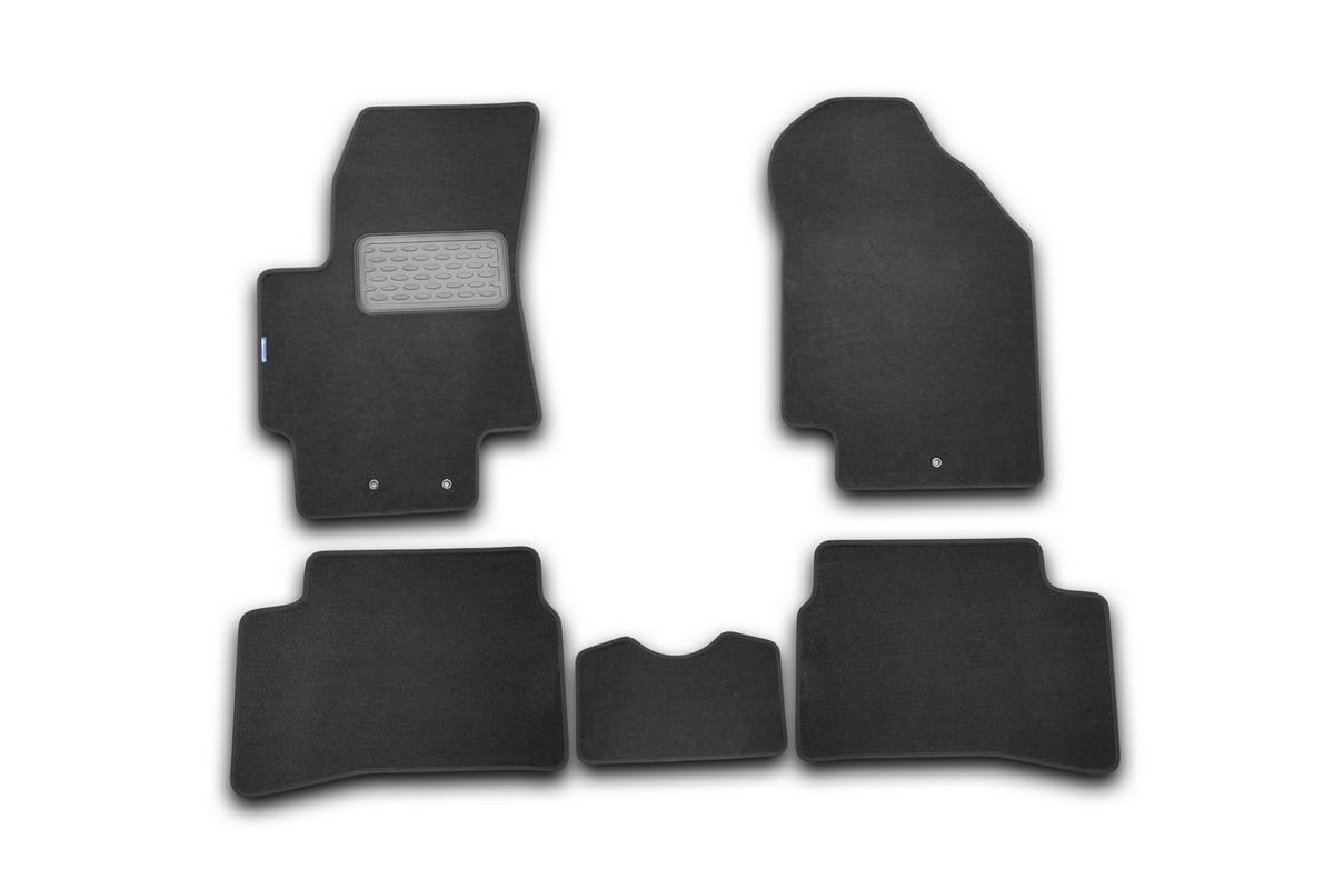 Набор автомобильных ковриков Novline-Autofamily для Kia Rio III 2005-2011, хэтчбек/седан, в салон, 5 штNLT.25.31.11.110khНабор автомобильных ковриков Novline-Autofamily, изготовленный из текстиля, состоит из 5 ковриков, которые учитывают все особенности каждой модели автомобиля и полностью повторяют контуры пола. Текстильные автомобильные коврики для салона произведены из высококачественного материала, который держит форму, прочный и не пачкает обувь. Коврики в салон не только улучшат внешний вид салона вашего автомобиля, но и надежно уберегут его от пыли, грязи и сырости, а значит, защитят кузов от коррозии. Текстильные коврики для автомобиля мягкие и приятные, а их основа из вспененного полиуретана не пропускает влагу. Ковры для автомобилей надежно крепятся на полу и не скользят, что очень важно во время движения. Чистятся коврики очень просто: как при помощи автомобильного пылесоса, так и различными моющими средствами. Набор подходит для Kia Rio III хэтчбек/седан 2005-2011 годов выпуска.