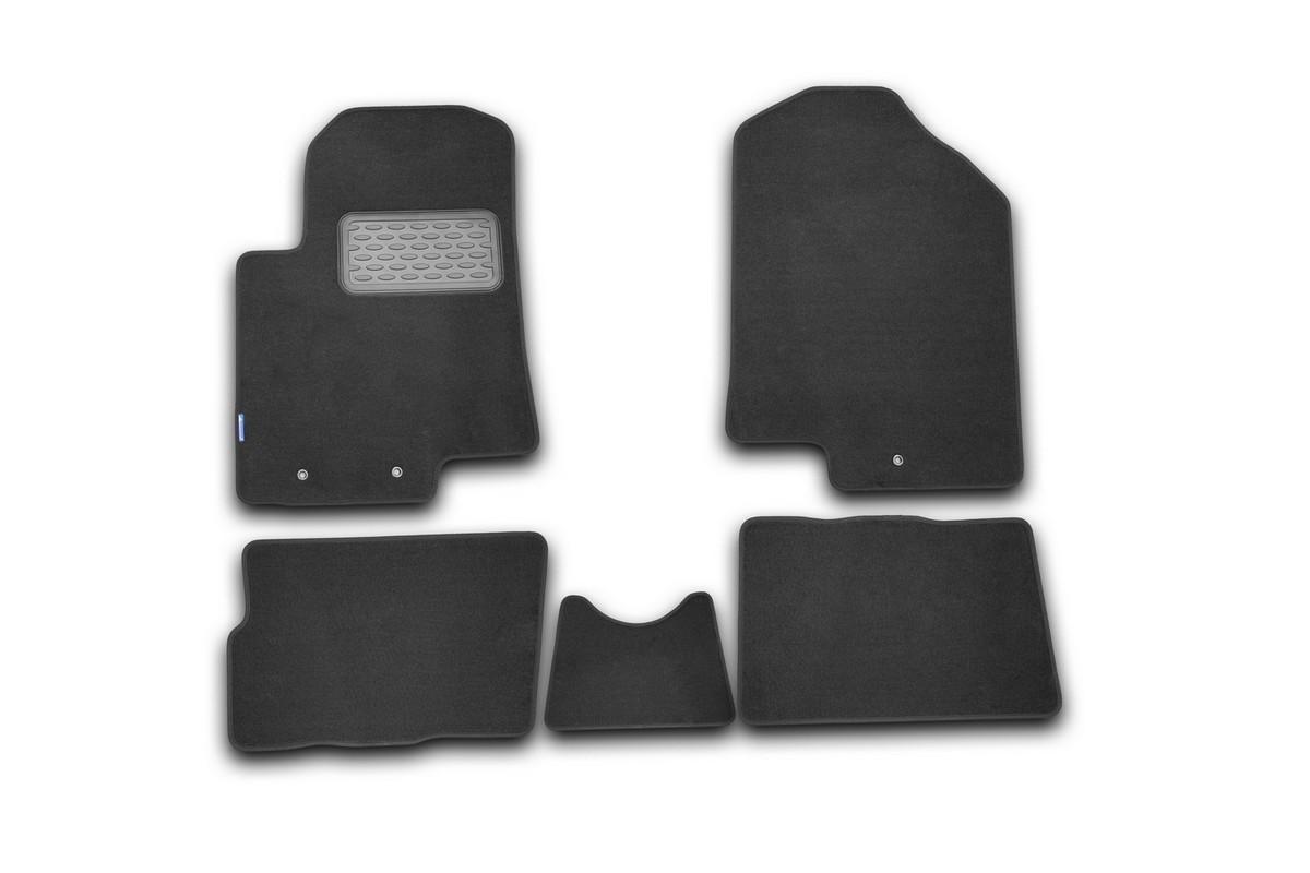 Набор автомобильных ковриков Novline-Autofamily для Kia Soul 2008-, хэтчбек, в салон, 5 штNLT.25.37.11.110khНабор автомобильных ковриков Novline-Autofamily, изготовленный из текстиля, состоит из 5 ковриков, которые учитывают все особенности каждой модели автомобиля и полностью повторяют контуры пола. Текстильные автомобильные коврики для салона произведены из высококачественного материала, который держит форму, прочный и не пачкает обувь. Коврики в салон не только улучшат внешний вид салона вашего автомобиля, но и надежно уберегут его от пыли, грязи и сырости, а значит, защитят кузов от коррозии. Текстильные коврики для автомобиля мягкие и приятные, а их основа из вспененного полиуретана не пропускает влагу. Ковры для автомобилей надежно крепятся на полу и не скользят, что очень важно во время движения. Чистятся коврики очень просто: как при помощи автомобильного пылесоса, так и различными моющими средствами. Набор подходит для Kia Soul хэтчбек с 2008 года выпуска.