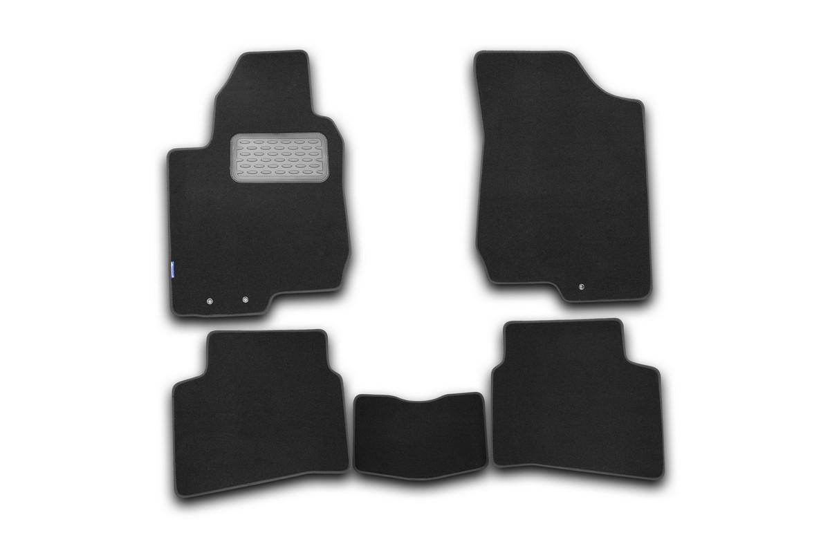 Набор автомобильных ковриков Novline-Autofamily для Kia Pro Ceed 2011-, хэтчбек, в салон, 5 шт. NLT.25.38.22.110khNLT.25.38.22.110khНабор автомобильных ковриков Novline-Autofamily, изготовленный из текстиля, состоит из 5 ковриков, которые учитывают все особенности каждой модели автомобиля и полностью повторяют контуры пола. Текстильные автомобильные коврики для салона произведены из высококачественного материала, который держит форму, прочный и не пачкает обувь. Коврики в салон не только улучшат внешний вид салона вашего автомобиля, но и надежно уберегут его от пыли, грязи и сырости, а значит, защитят кузов от коррозии. Текстильные коврики для автомобиля мягкие и приятные, а их основа из вспененного полиуретана не пропускает влагу. Ковры для автомобилей надежно крепятся на полу и не скользят, что очень важно во время движения. Чистятся коврики очень просто: как при помощи автомобильного пылесоса, так и различными моющими средствами. Набор подходит для Kia Pro Ceed хэтчбек с 2011 года выпуска.