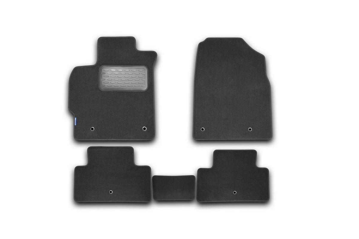 Набор автомобильных ковриков Novline-Autofamily для Mazda CX-7 АКПП 2010-, внедорожник, в салон, цвет: серый, 5 шт. NLT.33.18.22.111khNLT.33.18.22.111khНабор автомобильных ковриков Novline-Autofamily, изготовленный из текстиля, состоит из 5 ковриков, которые учитывают все особенности каждой модели автомобиля и полностью повторяют контуры пола. Текстильные автомобильные коврики для салона произведены из высококачественного материала, который держит форму, прочный и не пачкает обувь. Коврики в салон не только улучшат внешний вид салона вашего автомобиля, но и надежно уберегут его от пыли, грязи и сырости, а значит, защитят кузов от коррозии. Текстильные коврики для автомобиля мягкие и приятные, а их основа из вспененного полиуретана не пропускает влагу. Ковры для автомобилей надежно крепятся на полу и не скользят, что очень важно во время движения. Чистятся коврики очень просто: как при помощи автомобильного пылесоса, так и различными моющими средствами. Набор подходит для Mazda CX-7 АКПП внедорожник с 2010 года выпуска.