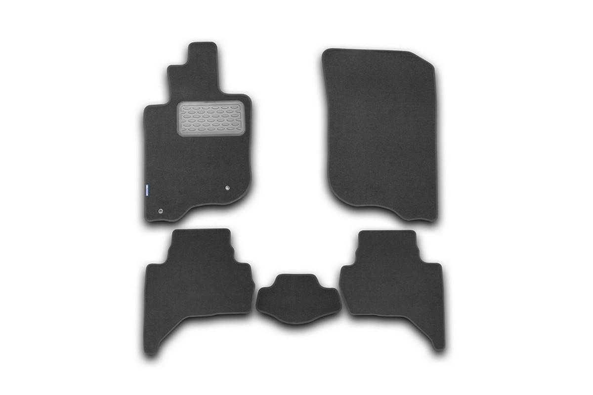 Набор автомобильных ковриков Novline-Autofamily для Mitsubishi L200 2005-, пикап, в салон, 5 штNLT.35.10.11.110khНабор автомобильных ковриков Novline-Autofamily, изготовленный из текстиля, состоит из 5 ковриков, которые учитывают все особенности каждой модели автомобиля и полностью повторяют контуры пола. Текстильные автомобильные коврики для салона произведены из высококачественного материала, который держит форму, прочный и не пачкает обувь. Коврики в салон не только улучшат внешний вид салона вашего автомобиля, но и надежно уберегут его от пыли, грязи и сырости, а значит, защитят кузов от коррозии. Текстильные коврики для автомобиля мягкие и приятные, а их основа из вспененного полиуретана не пропускает влагу. Ковры для автомобилей надежно крепятся на полу и не скользят, что очень важно во время движения. Чистятся коврики очень просто: как при помощи автомобильного пылесоса, так и различными моющими средствами. Набор подходит для Mitsubishi L200 пикап с 2005 года выпуска.