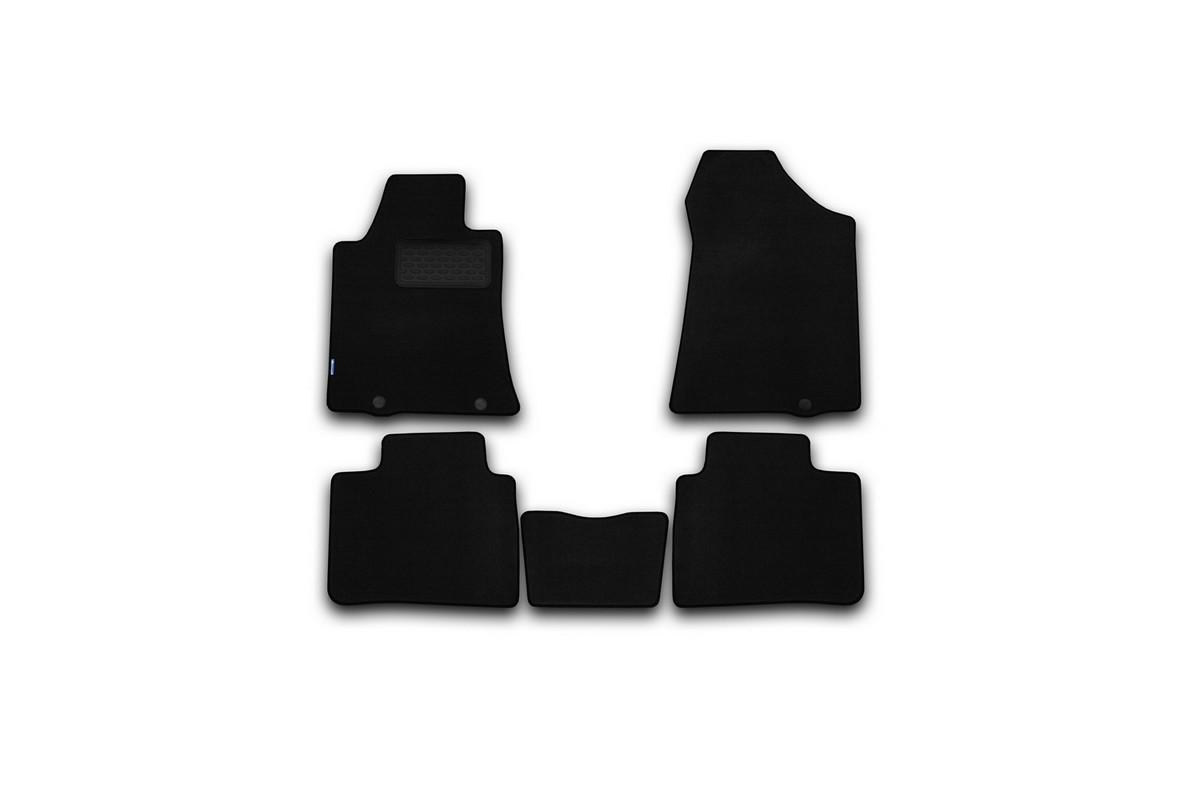Набор автомобильных ковриков Novline-Autofamily для Nissan Teana 2014-, седан, в салон, 5 штNLT.36.42.11.110khНабор автомобильных ковриков Novline-Autofamily, изготовленный из текстиля, состоит из 5 ковриков, которые учитывают все особенности каждой модели автомобиля и полностью повторяют контуры пола. Текстильные автомобильные коврики для салона произведены из высококачественного материала, который держит форму, прочный и не пачкает обувь. Коврики в салон не только улучшат внешний вид салона вашего автомобиля, но и надежно уберегут его от пыли, грязи и сырости, а значит, защитят кузов от коррозии. Текстильные коврики для автомобиля мягкие и приятные, а их основа из вспененного полиуретана не пропускает влагу. Ковры для автомобилей надежно крепятся на полу и не скользят, что очень важно во время движения. Чистятся коврики очень просто: как при помощи автомобильного пылесоса, так и различными моющими средствами. Набор подходит для Nissan Teana седан с 2014 года выпуска.