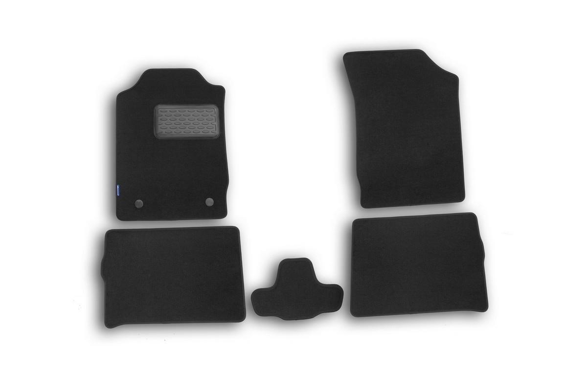 Набор автомобильных ковриков Novline-Autofamily для Renault Symbol II 2008-, седан, в салон, 5 штNLT.41.15.11.110khНабор автомобильных ковриков Novline-Autofamily, изготовленный из текстиля, состоит из 5 ковриков, которые учитывают все особенности каждой модели автомобиля и полностью повторяют контуры пола. Текстильные автомобильные коврики для салона произведены из высококачественного материала, который держит форму, прочный и не пачкает обувь. Коврики в салон не только улучшат внешний вид салона вашего автомобиля, но и надежно уберегут его от пыли, грязи и сырости, а значит, защитят кузов от коррозии. Текстильные коврики для автомобиля мягкие и приятные, а их основа из вспененного полиуретана не пропускает влагу. Ковры для автомобилей надежно крепятся на полу и не скользят, что очень важно во время движения. Чистятся коврики очень просто: как при помощи автомобильного пылесоса, так и различными моющими средствами. Набор подходит для Renault Symbol II седан 2008 года выпуска.