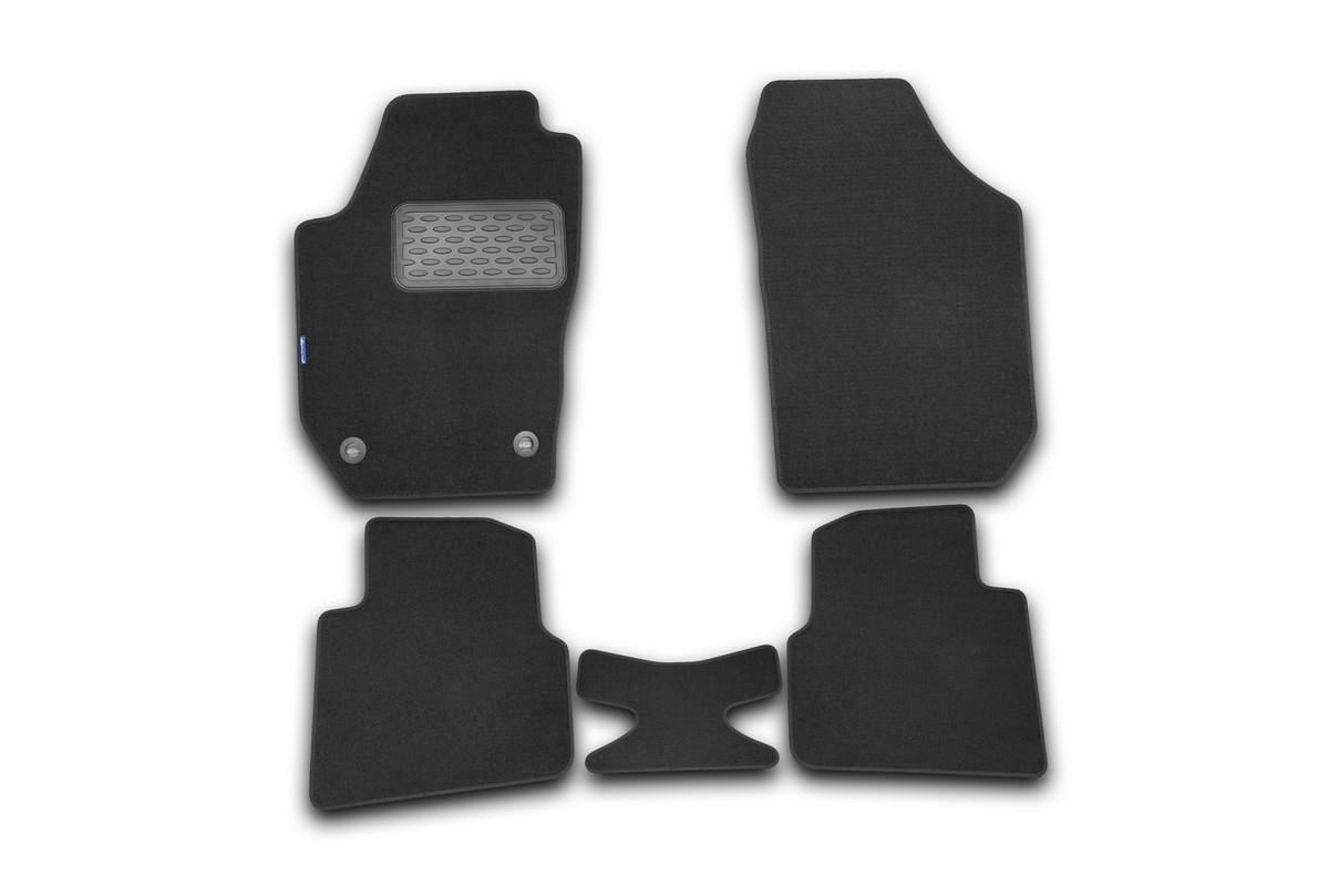 Набор автомобильных ковриков Novline-Autofamily для Skoda Roomster 2006-, универсал, в салон, цвет: черный, 5 шт. NLT.45.07.11.110khNLT.45.07.11.110khНабор автомобильных ковриков Novline-Autofamily, изготовленный из текстиля, состоит из 5 ковриков, которые учитывают все особенности каждой модели автомобиля и полностью повторяют контуры пола. Текстильные автомобильные коврики для салона произведены из высококачественного материала, который держит форму, прочный и не пачкает обувь. Коврики в салон не только улучшат внешний вид салона вашего автомобиля, но и надежно уберегут его от пыли, грязи и сырости, а значит, защитят кузов от коррозии. Текстильные коврики для автомобиля мягкие и приятные, а их основа из вспененного полиуретана не пропускает влагу. Ковры для автомобилей надежно крепятся на полу и не скользят, что очень важно во время движения. Чистятся коврики очень просто: как при помощи автомобильного пылесоса, так и различными моющими средствами. Набор подходит для Skoda Roomster универсал с 2006 года выпуска.